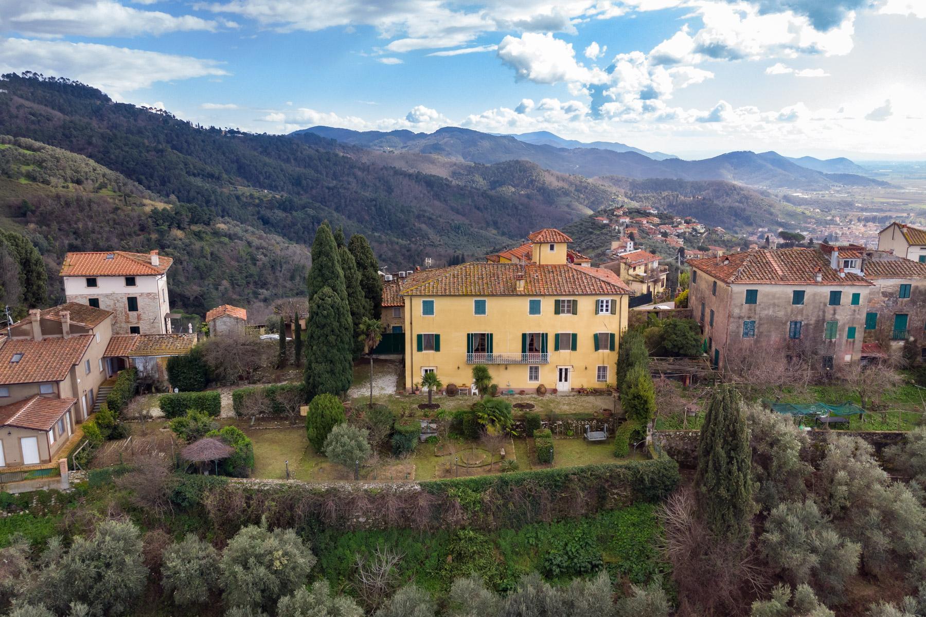 Affascinante villa storica vista mare sulle colline di Massarosa - 2