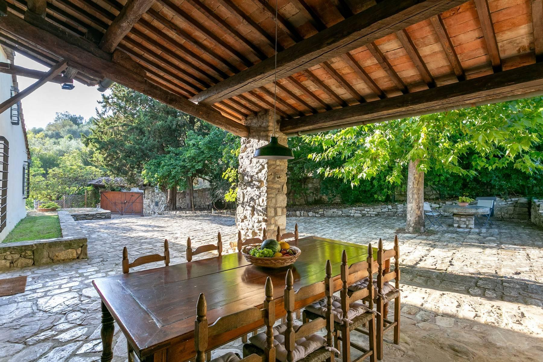 Villa immersed in a 7,000 sqm garden close to Florence - 4