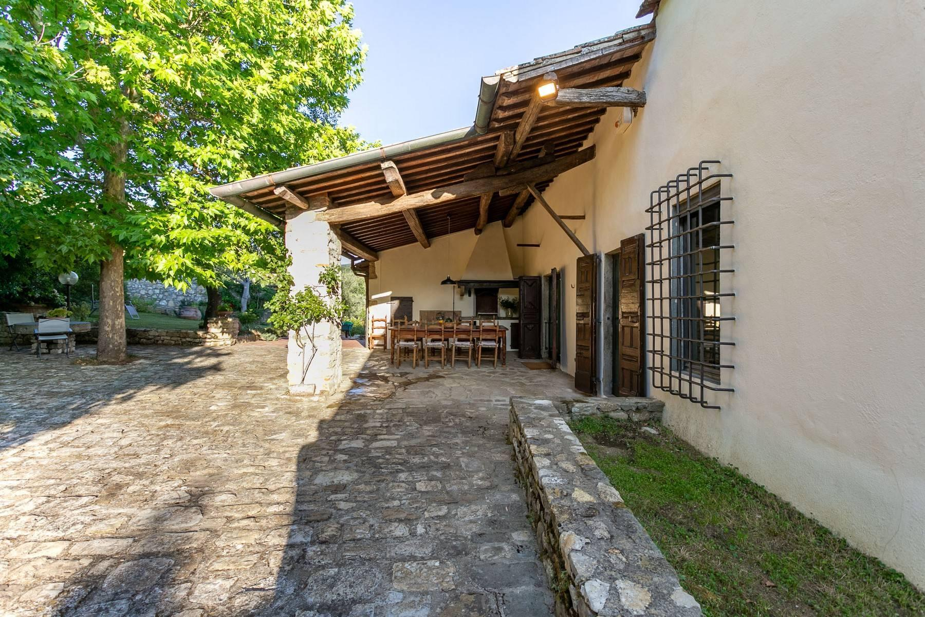 Villa immersed in a 7,000 sqm garden close to Florence - 3