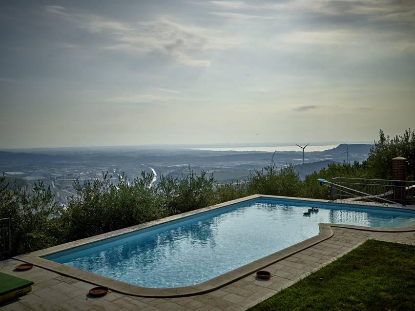Rustic farmhouse with magnificent lake view and beautiful infinity pool - 7