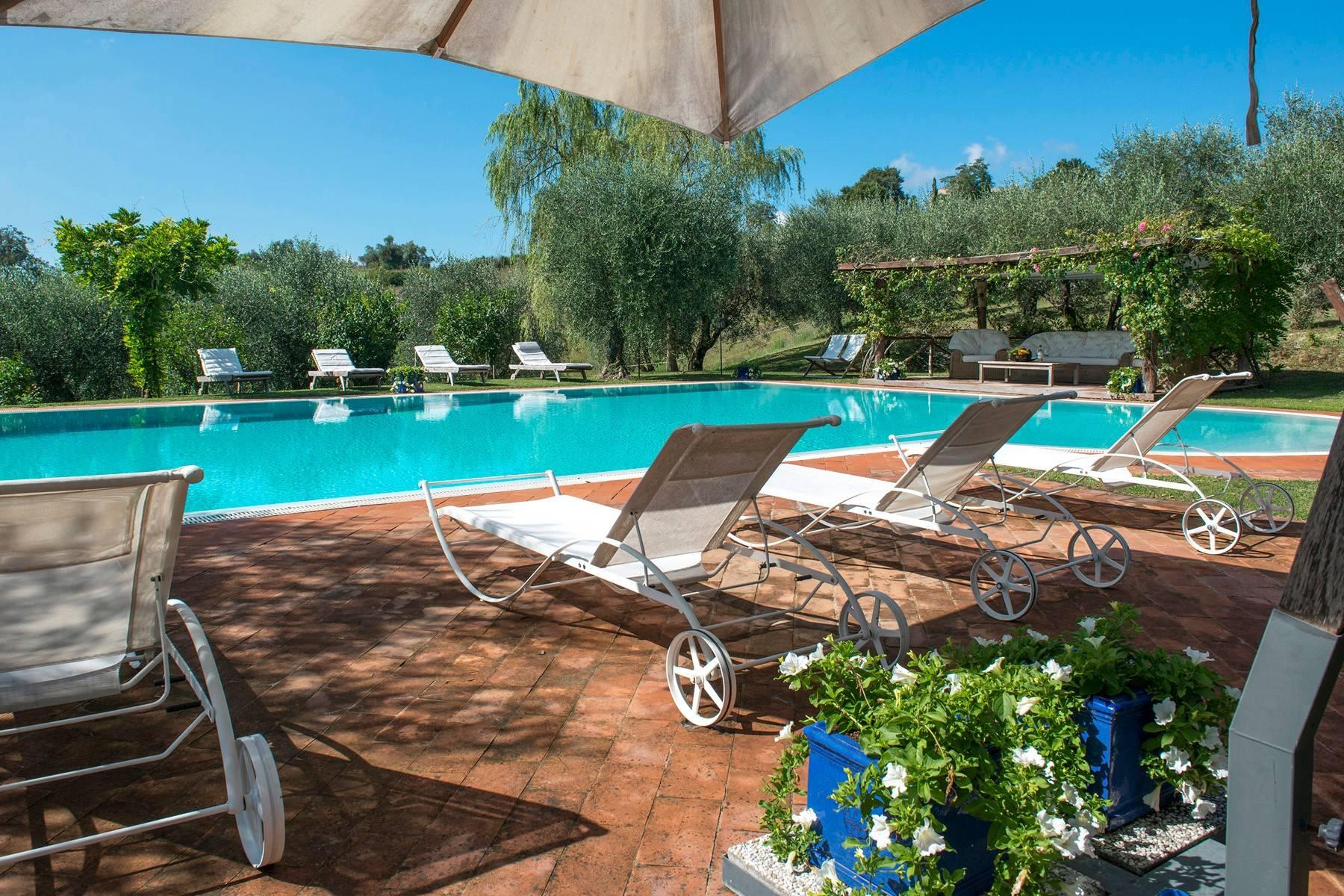 Stunning Farmhouse with pool on the border between Tuscany and Umbria - 2