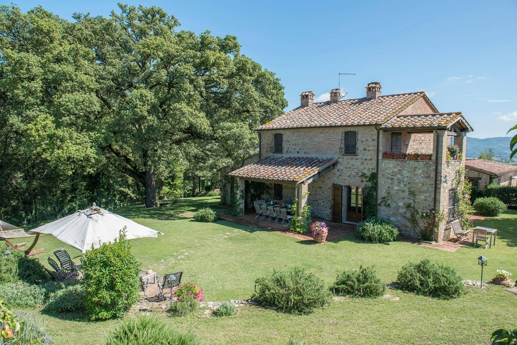 Stunning Farmhouse with pool on the border between Tuscany and Umbria - 1