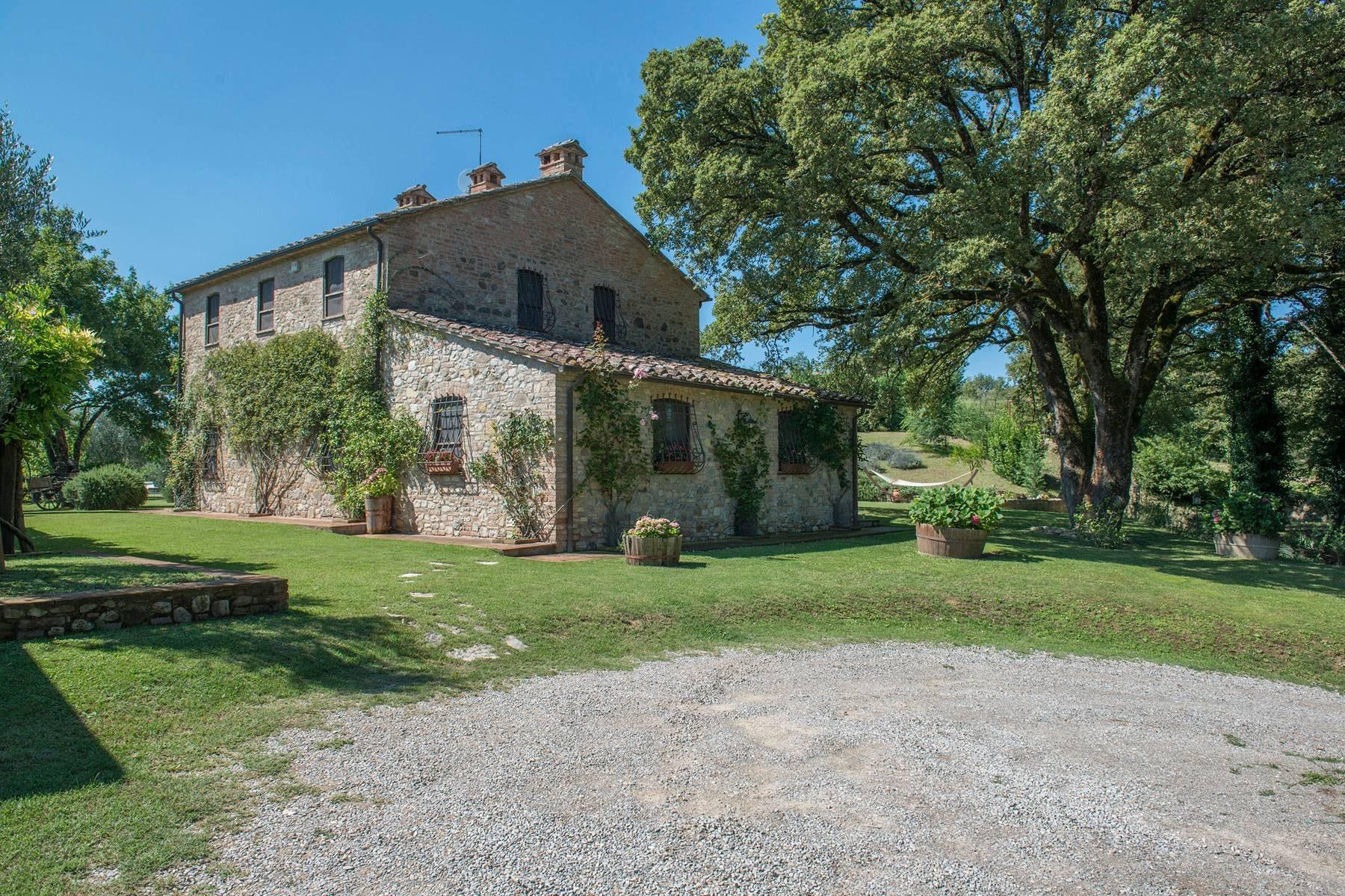 Stunning Farmhouse with pool on the border between Tuscany and Umbria - 3