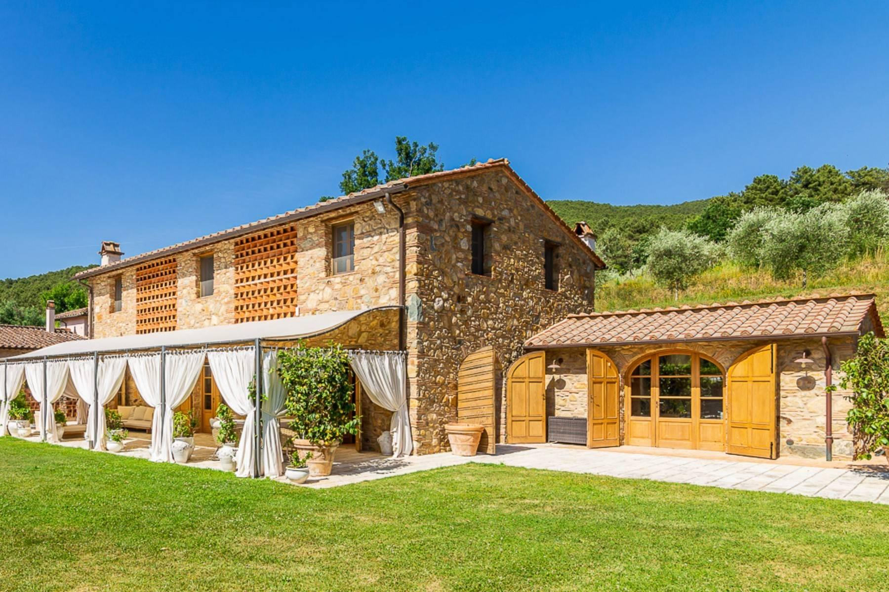 Majestic Luxury Villa with outbuildings on the hills south of Lucca - 2