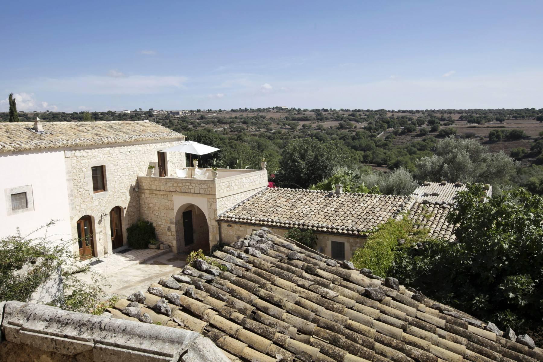 Charmante historische Villa auf dem Land von Ragusa - 3