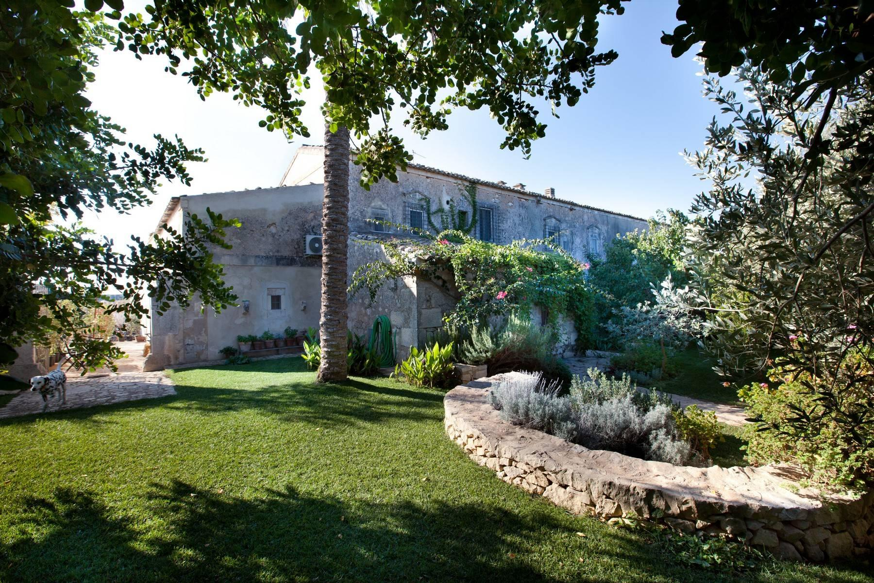 Charming historical estate in the countryside of Ragusa - 23