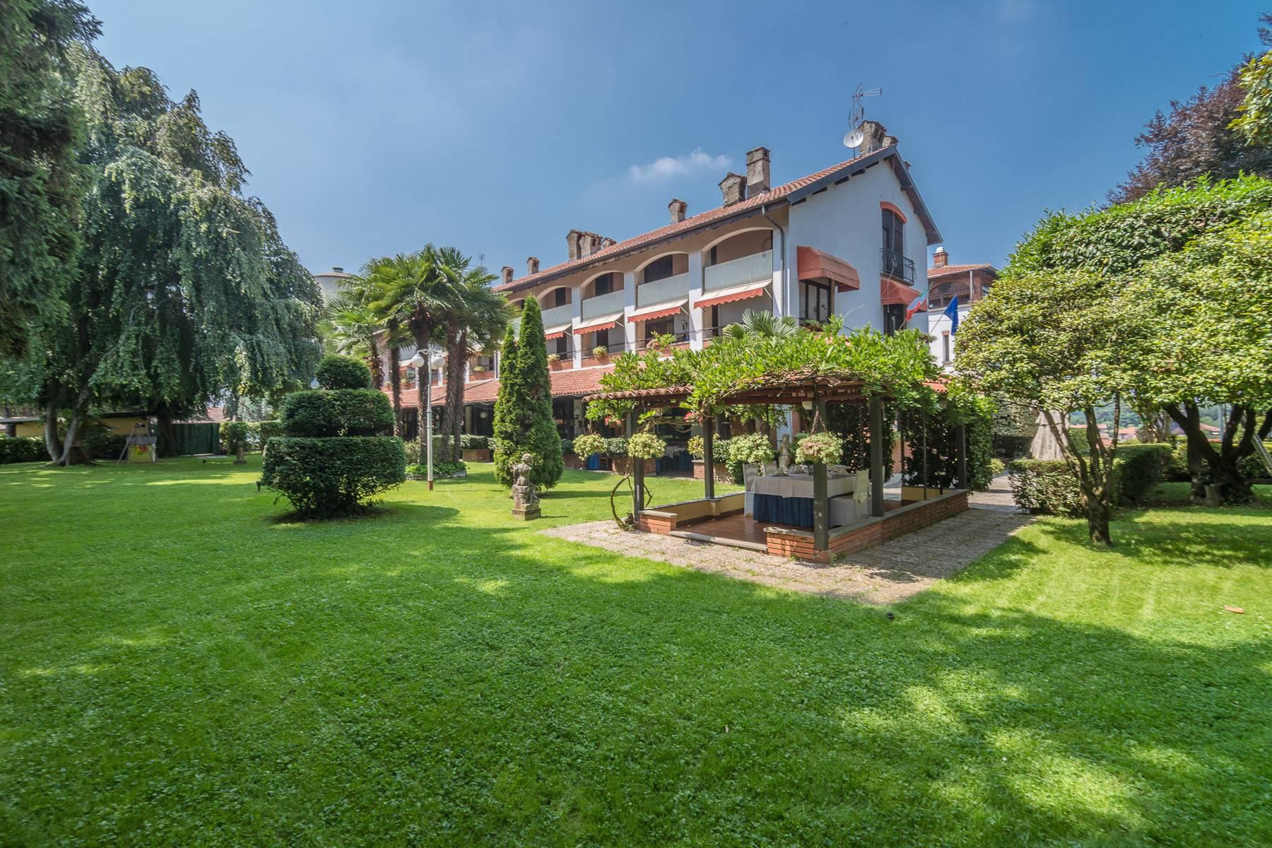 The charm of a castle in the center of Varallo Pombia - 17