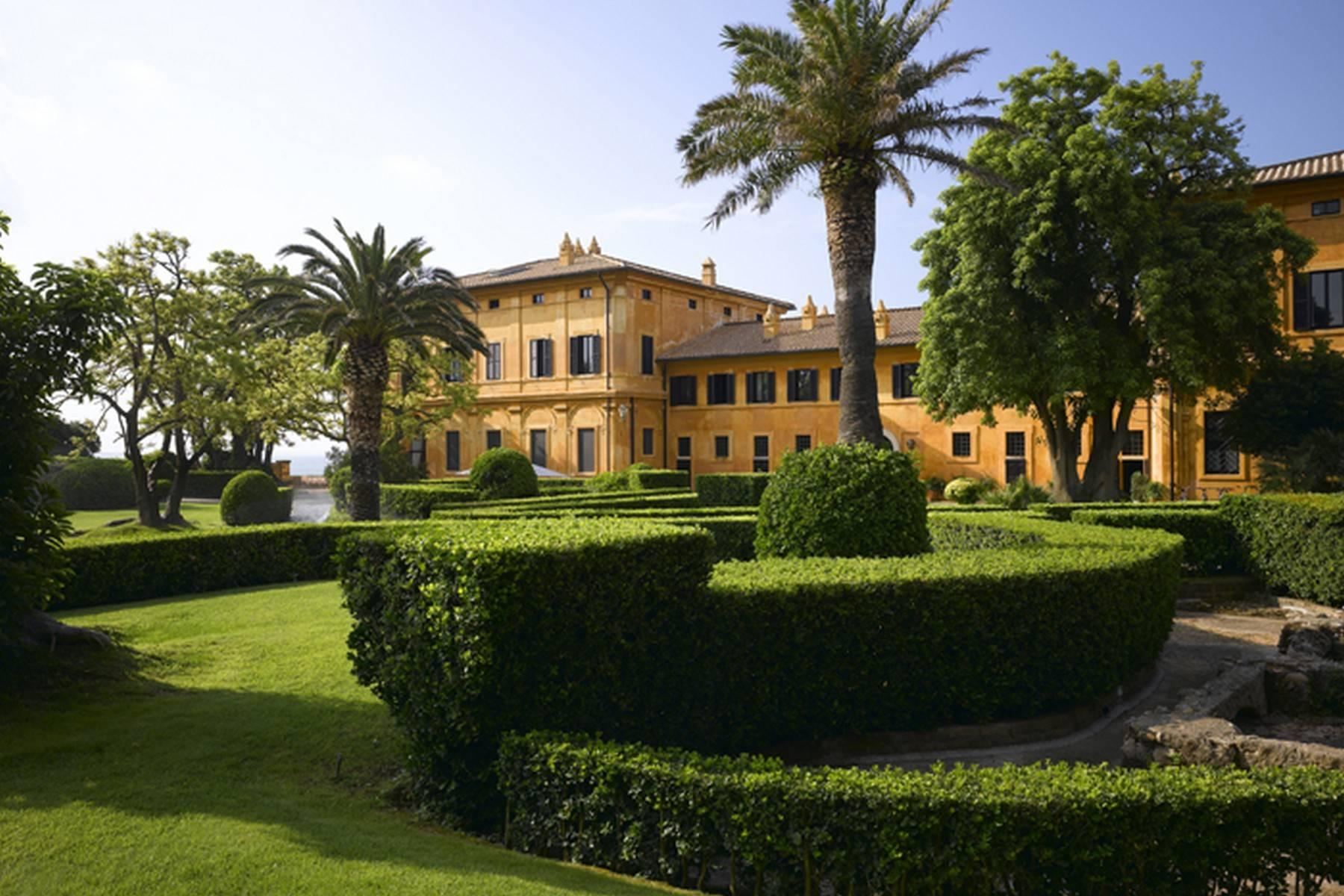 Waterfront, gorgeous and majestic historical mansion - 2