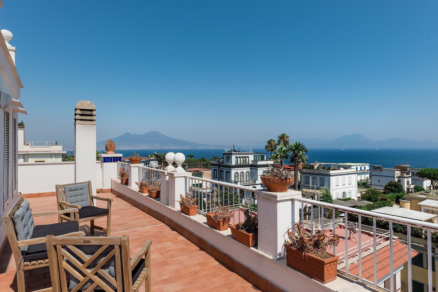 Magnifica proprietà tra cielo e mare affacciata su Napoli - 1