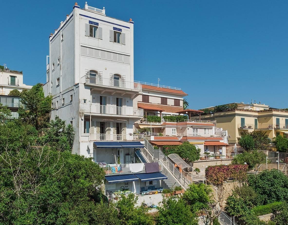 Wunderschönes Anwesen zwischen Himmel und Meer mit Blick auf Neapel - 4
