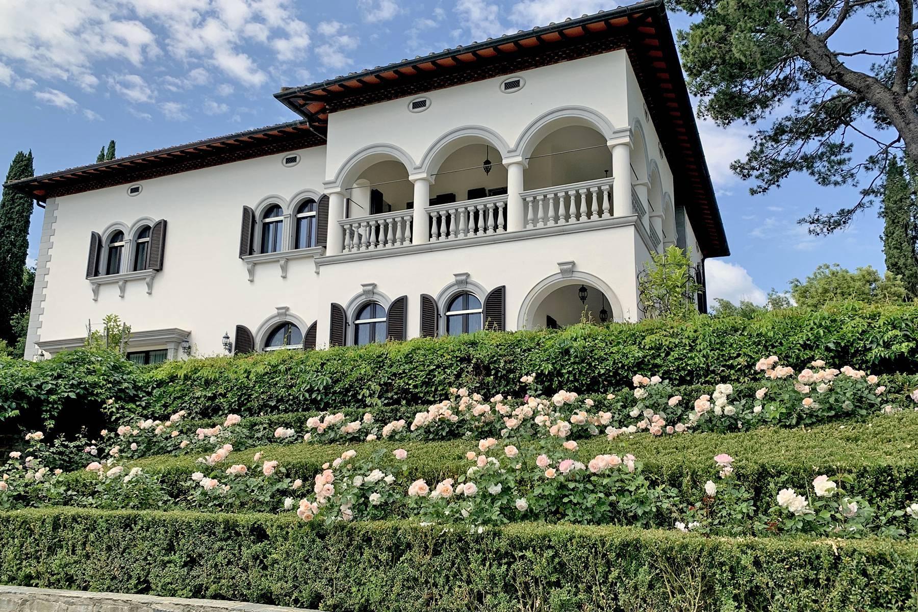 Splendida villa con piscina sulla collina di Pian dei Giullari a Firenze - 1