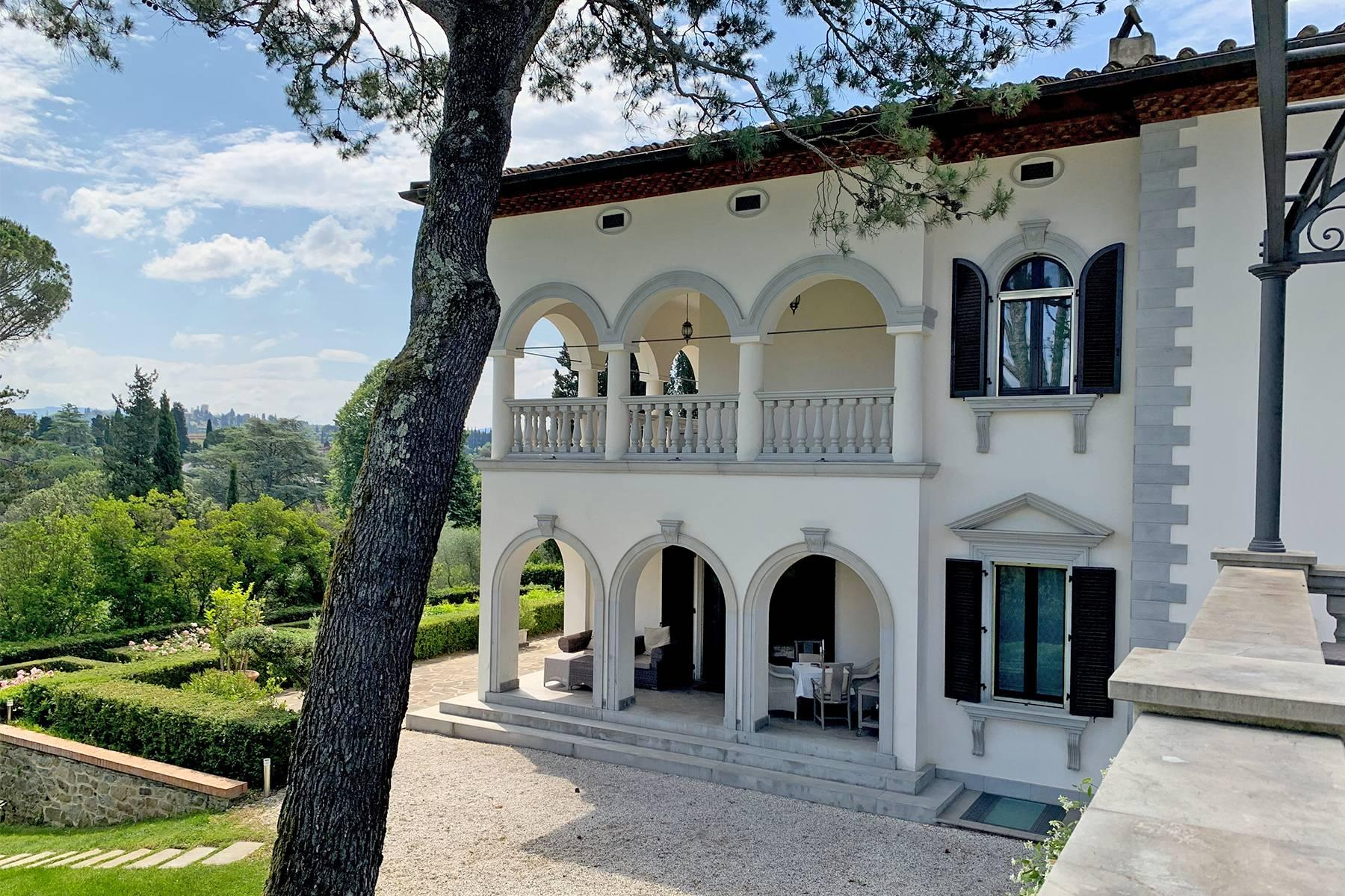 Splendid villa with pool on the Pian dei Giullari hill in Florence - 2