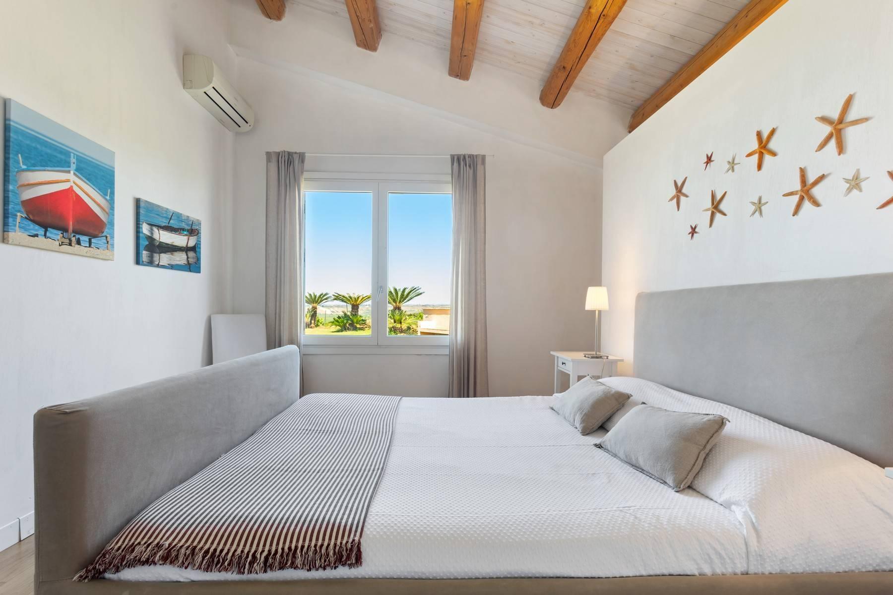 Superbe villa immergée dans la campagne et surplombant la mer - 7