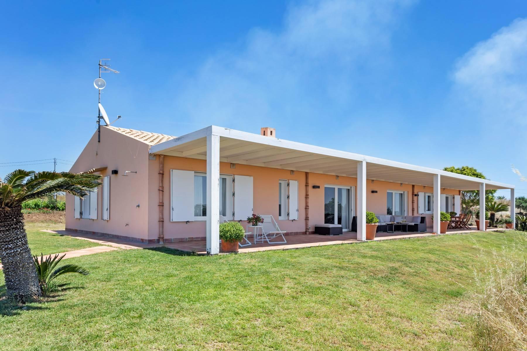 Superbe villa immergée dans la campagne et surplombant la mer - 22