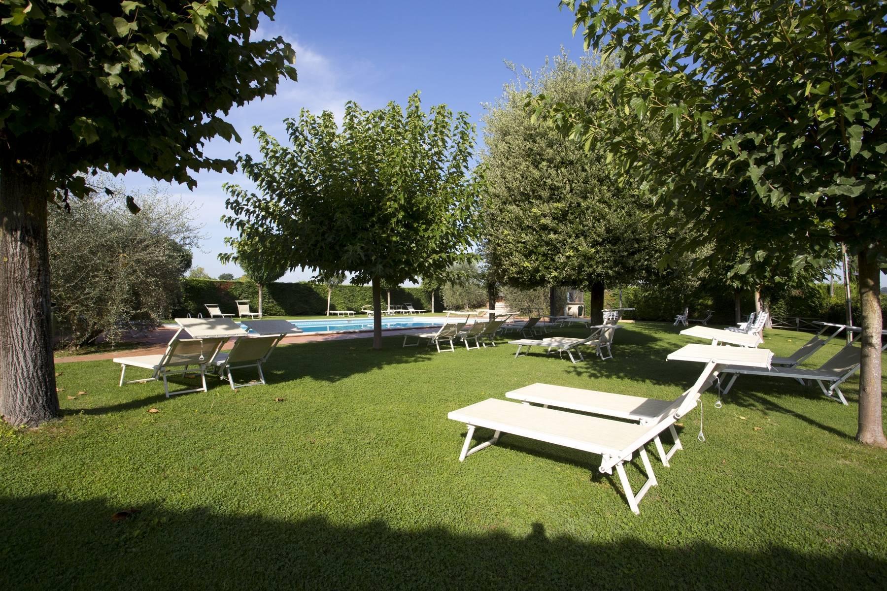 Antico borgo con piscina a Montepulciano - 9