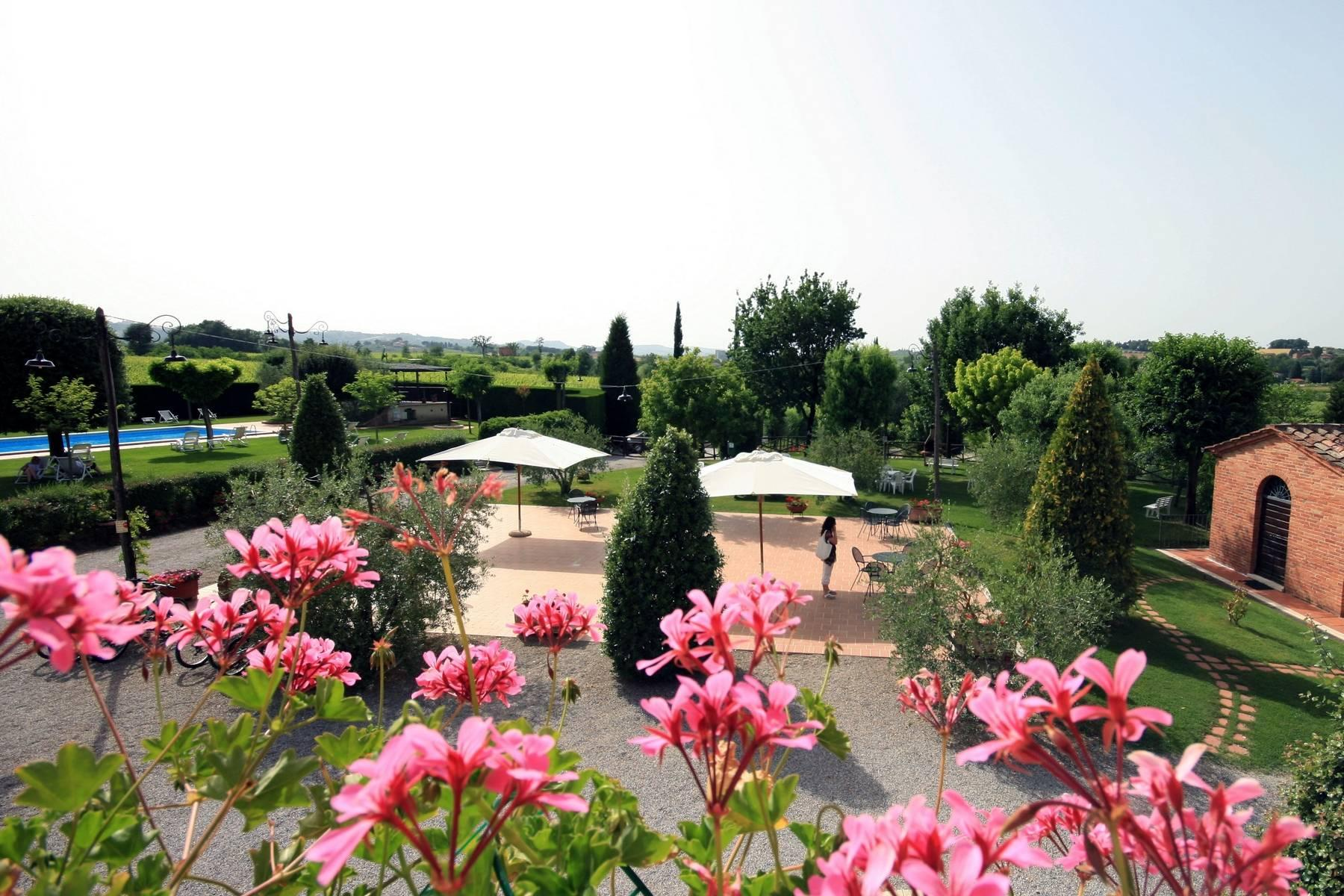 Antico borgo con piscina a Montepulciano - 12