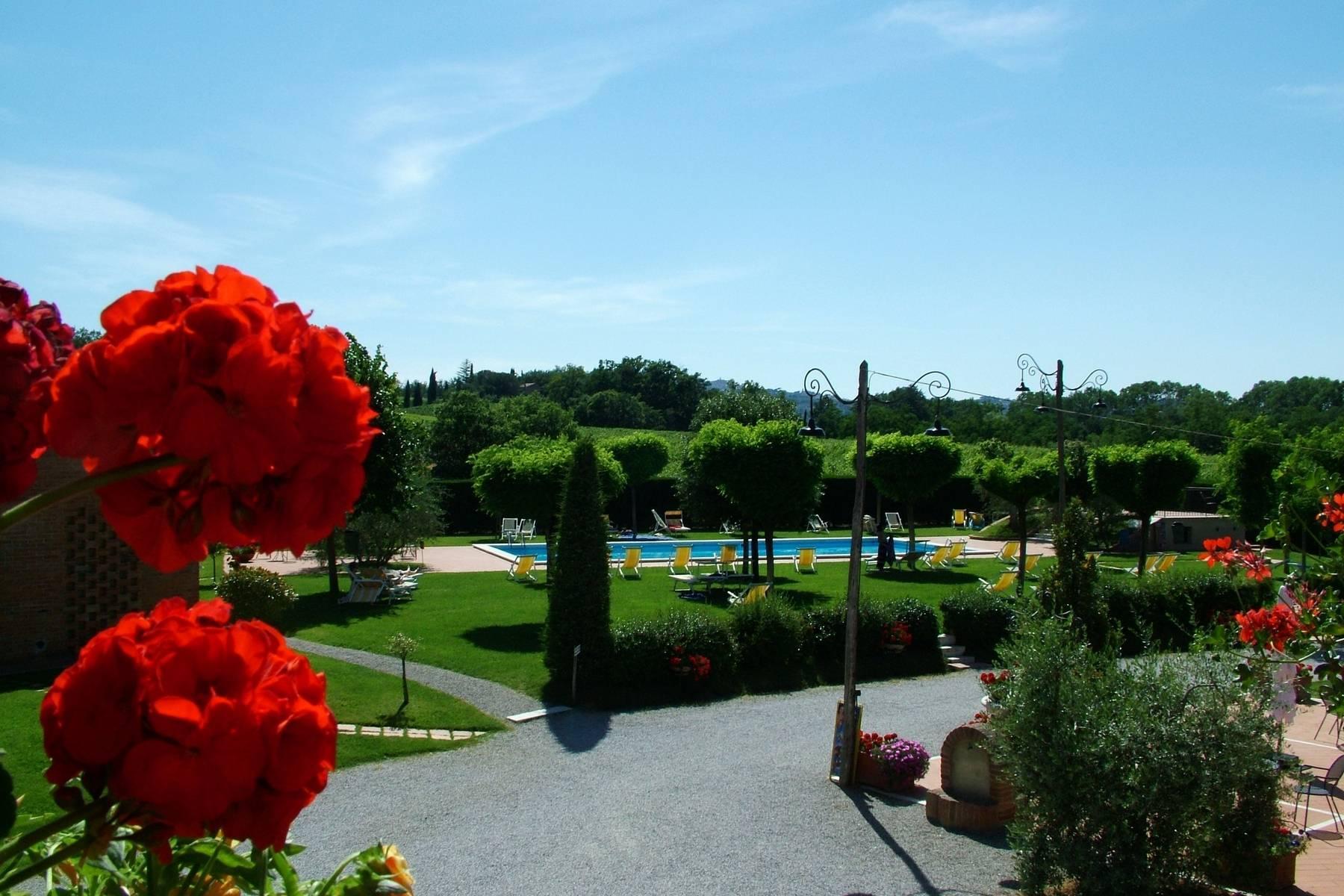 Antico borgo con piscina a Montepulciano - 13