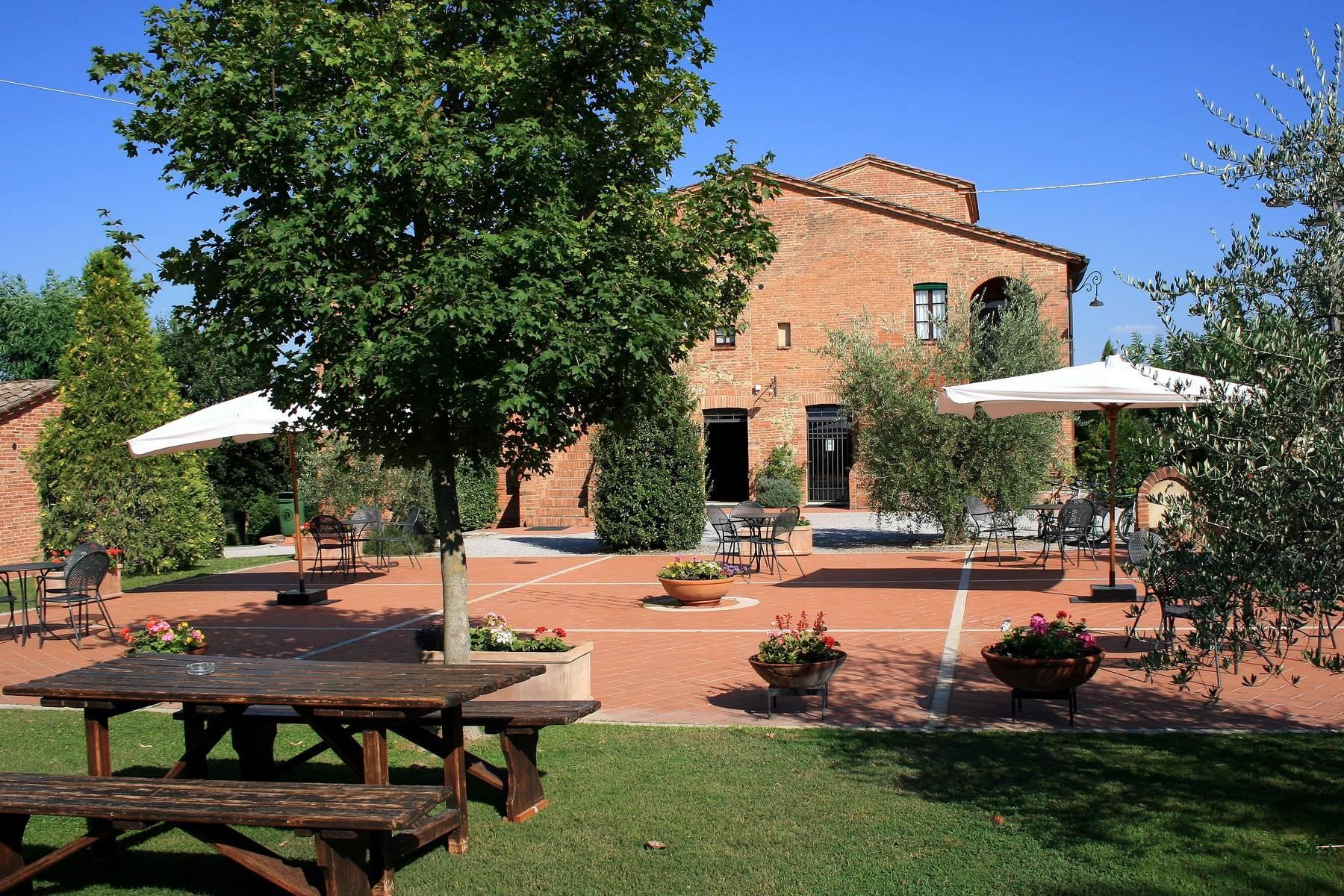 Antico borgo con piscina a Montepulciano - 15