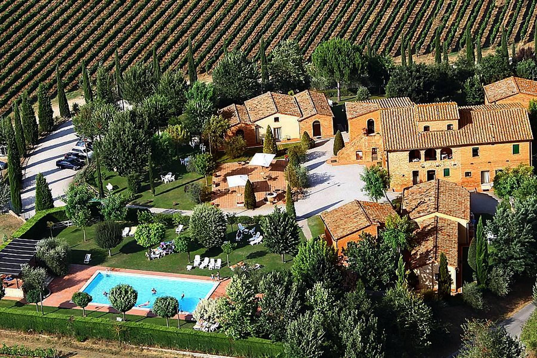 Antico borgo con piscina a Montepulciano - 16