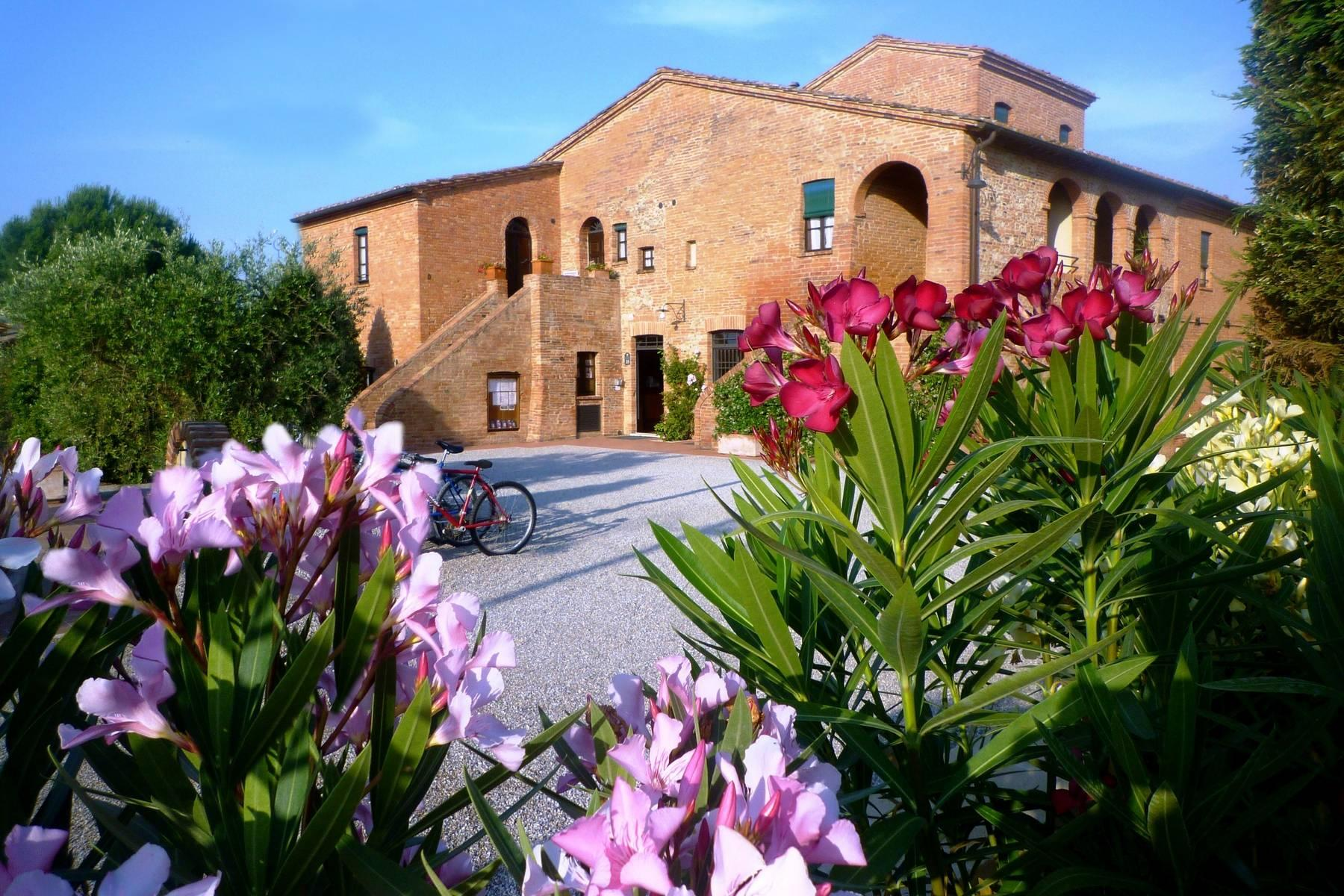 Antico borgo con piscina a Montepulciano - 18