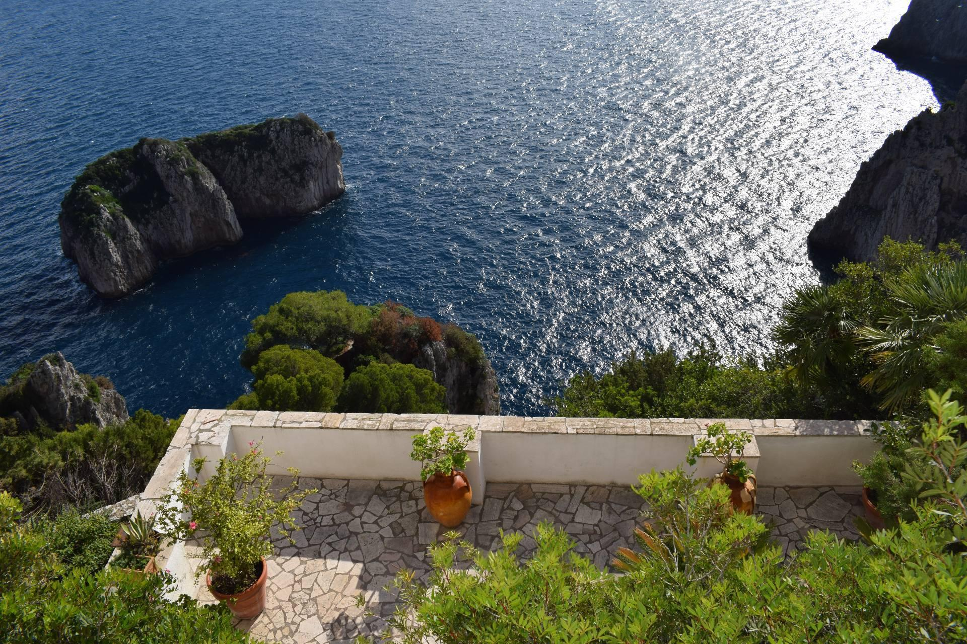 Remarkable villa with a breathtaking panorama on the Faraglioni rocks - 5