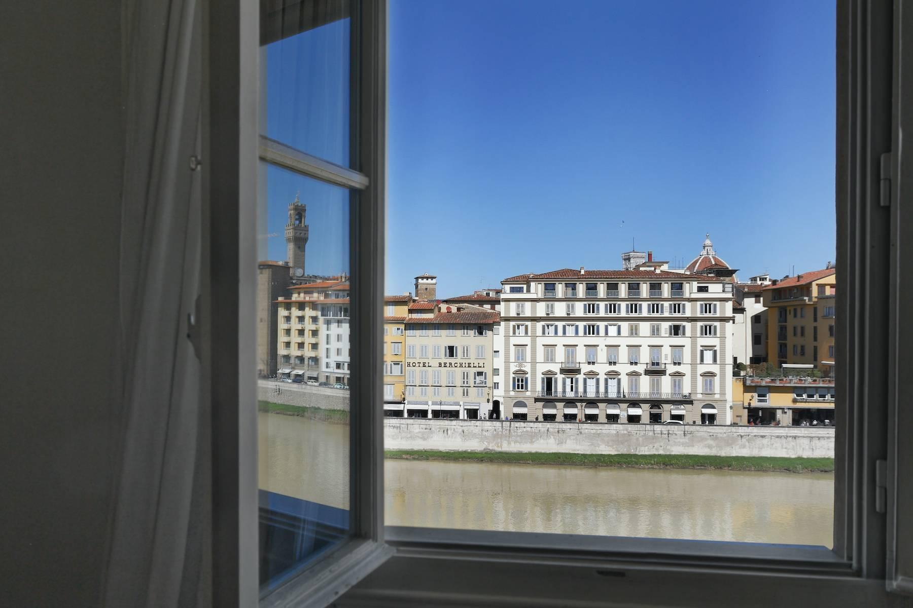 Charming apartment overlooking Ponte Vecchio - 2