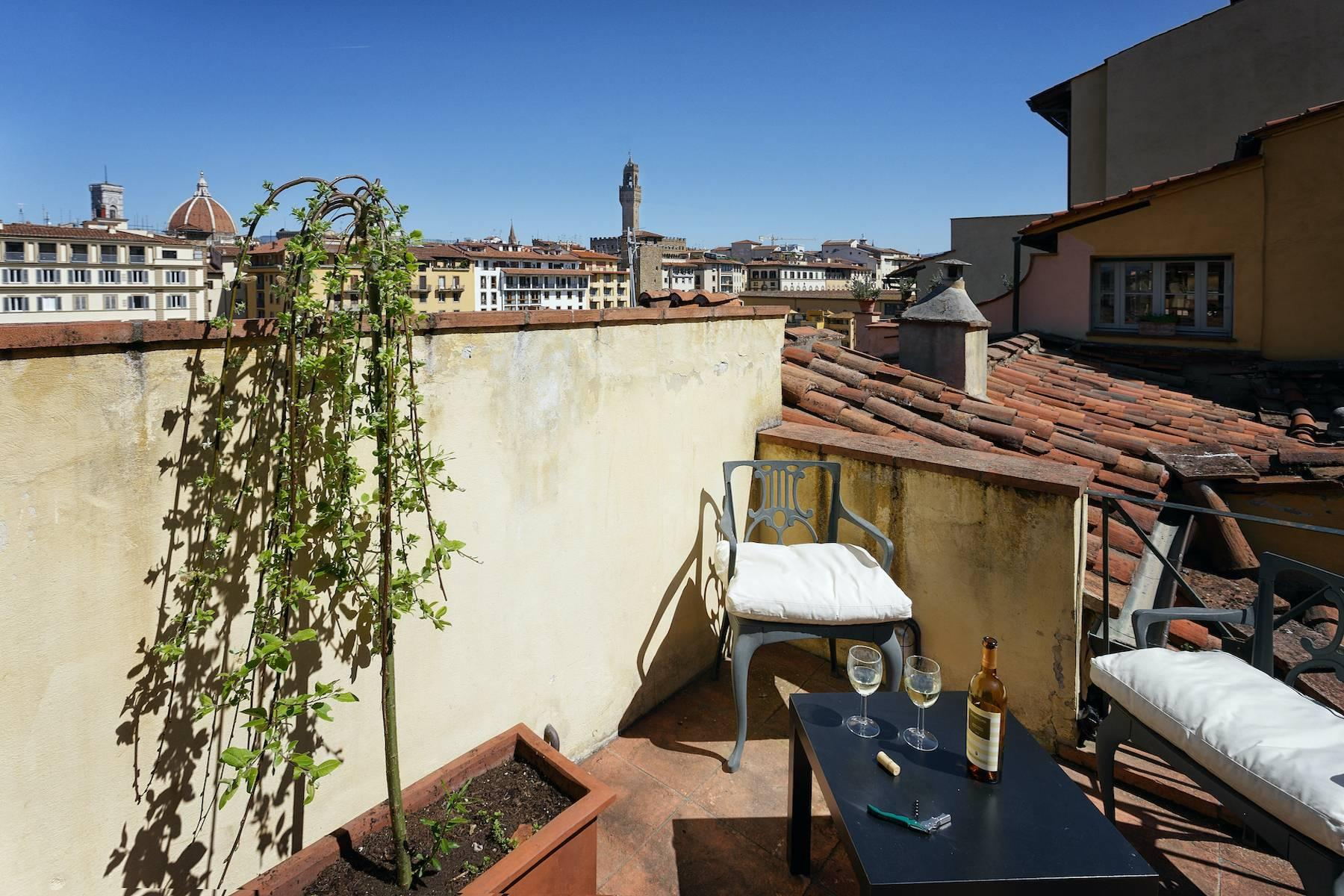 Charming apartment overlooking Ponte Vecchio - 4