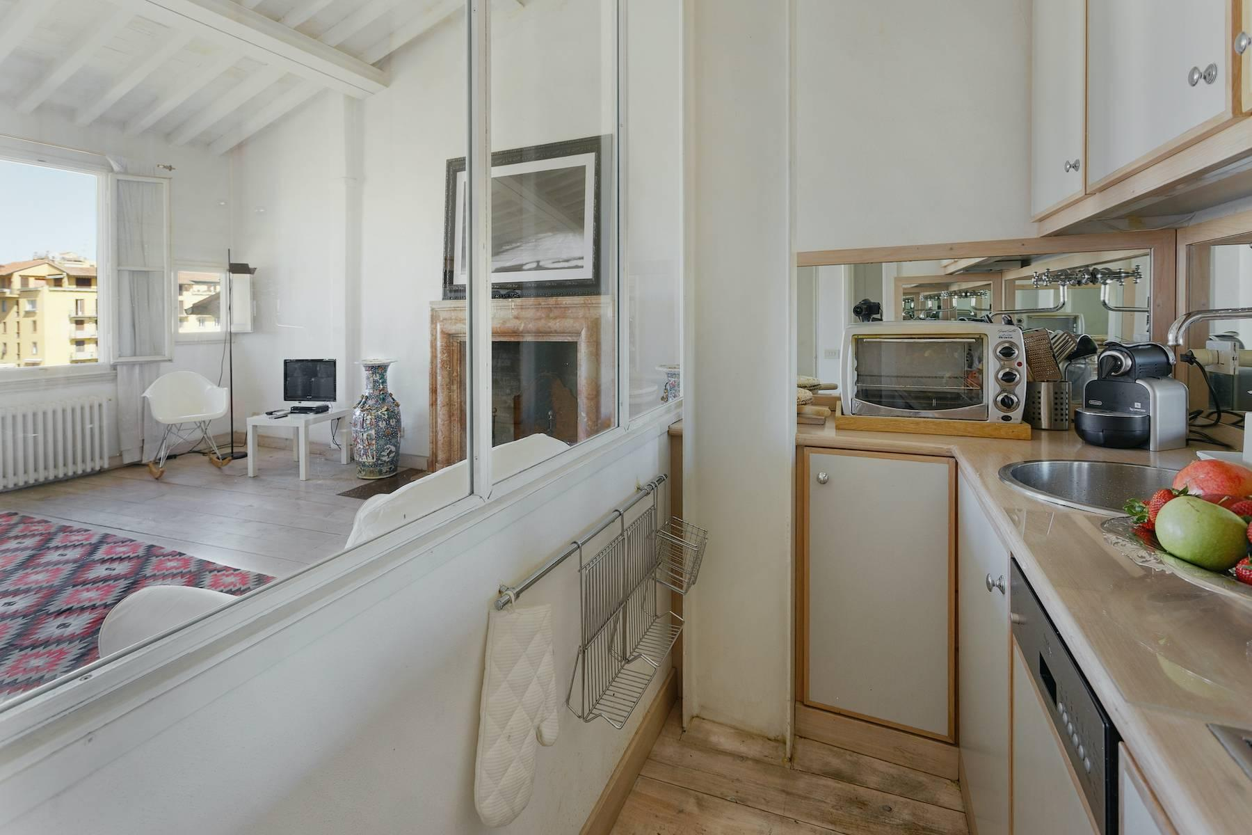 Charming apartment overlooking Ponte Vecchio - 8