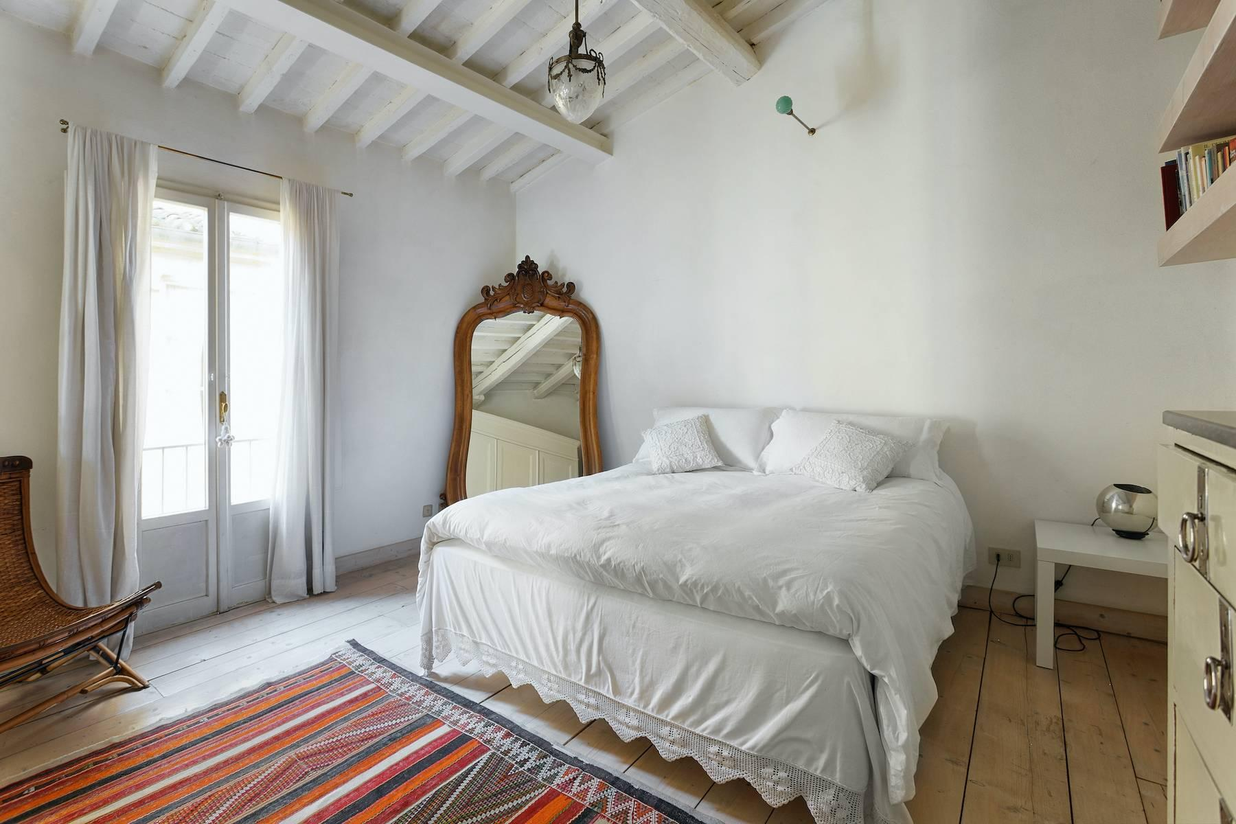 Charming apartment overlooking Ponte Vecchio - 9