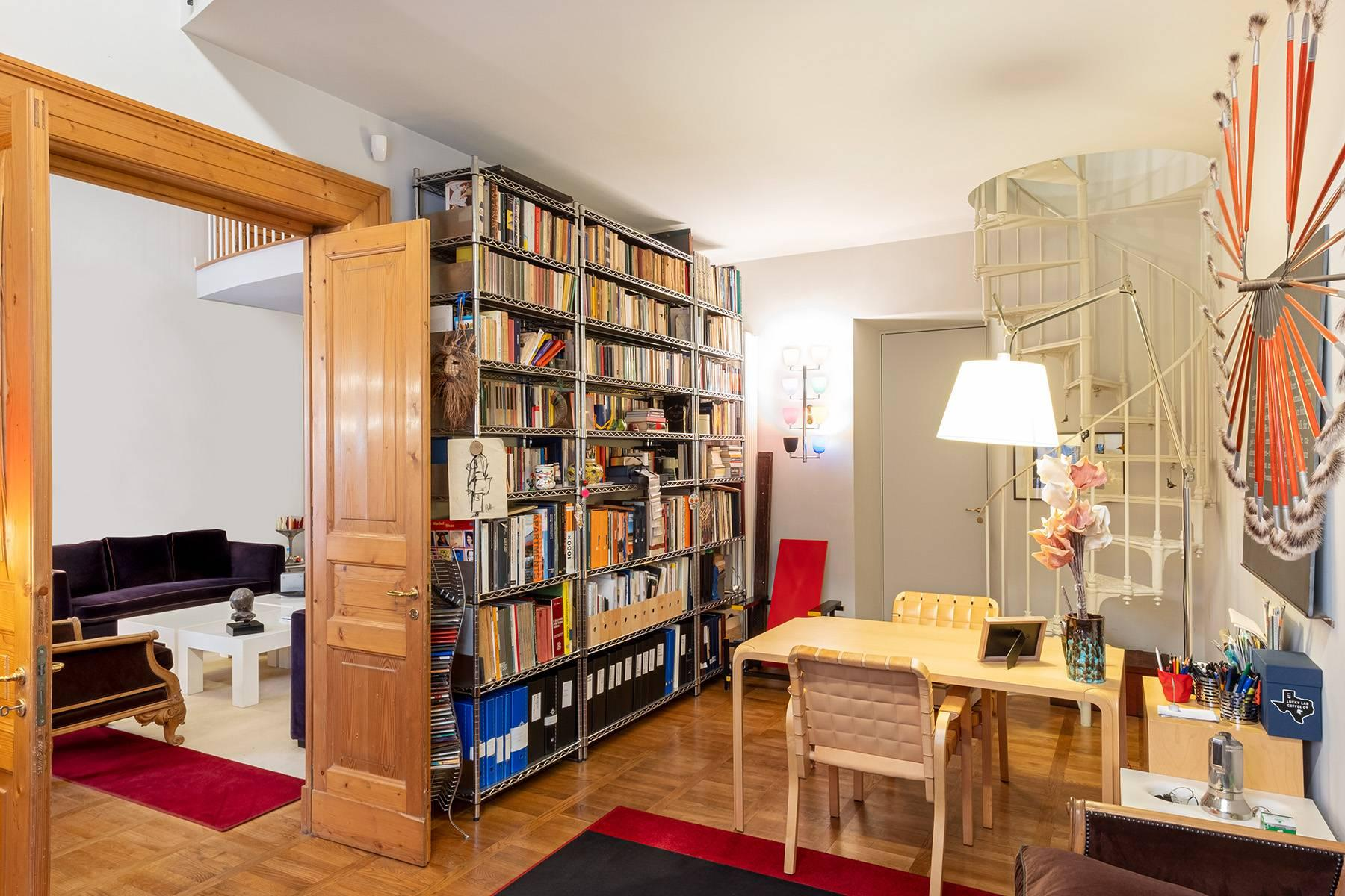 Apartment with great charm in a noble palace - 12