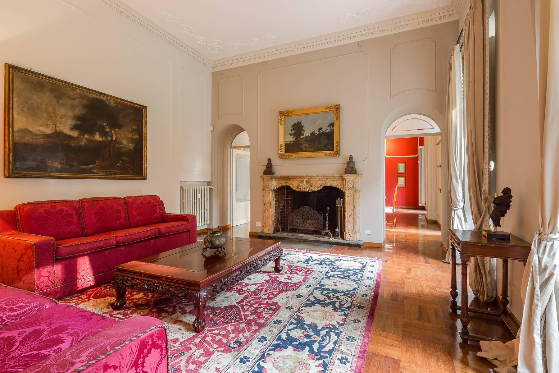 Beautiful historic villa surrounded by a park of about 2.2 hectares 30 minutes from Milan - 10