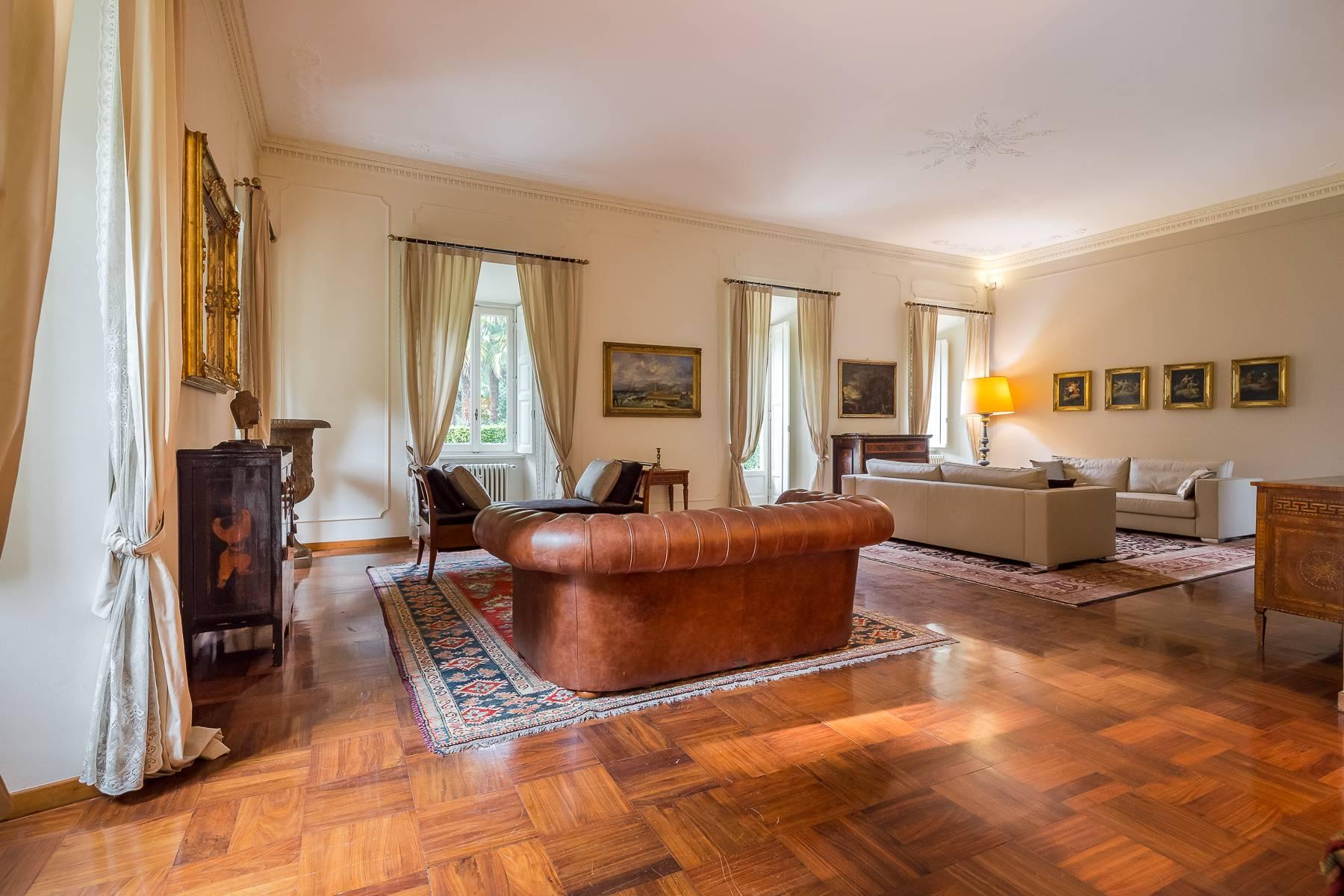 Beautiful historic villa surrounded by a park of about 2.2 hectares 30 minutes from Milan - 11