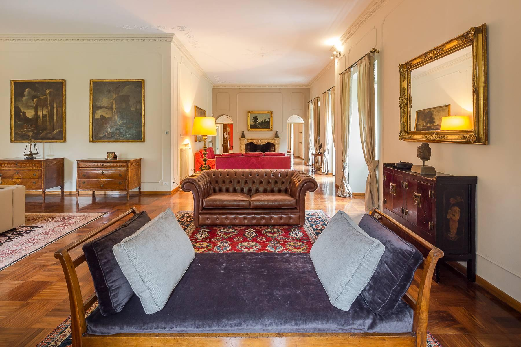 Beautiful historic villa surrounded by a park of about 2.2 hectares 30 minutes from Milan - 13