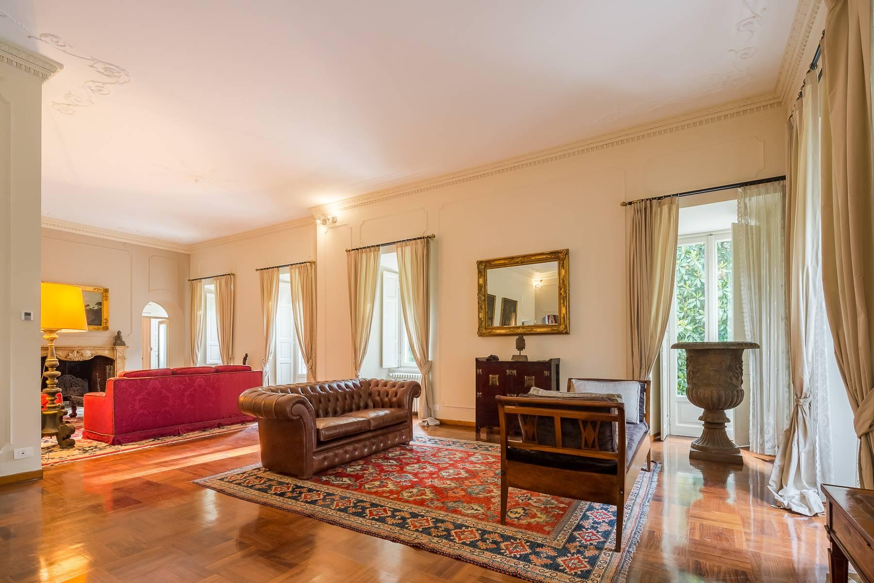Beautiful historic villa surrounded by a park of about 2.2 hectares 30 minutes from Milan - 14