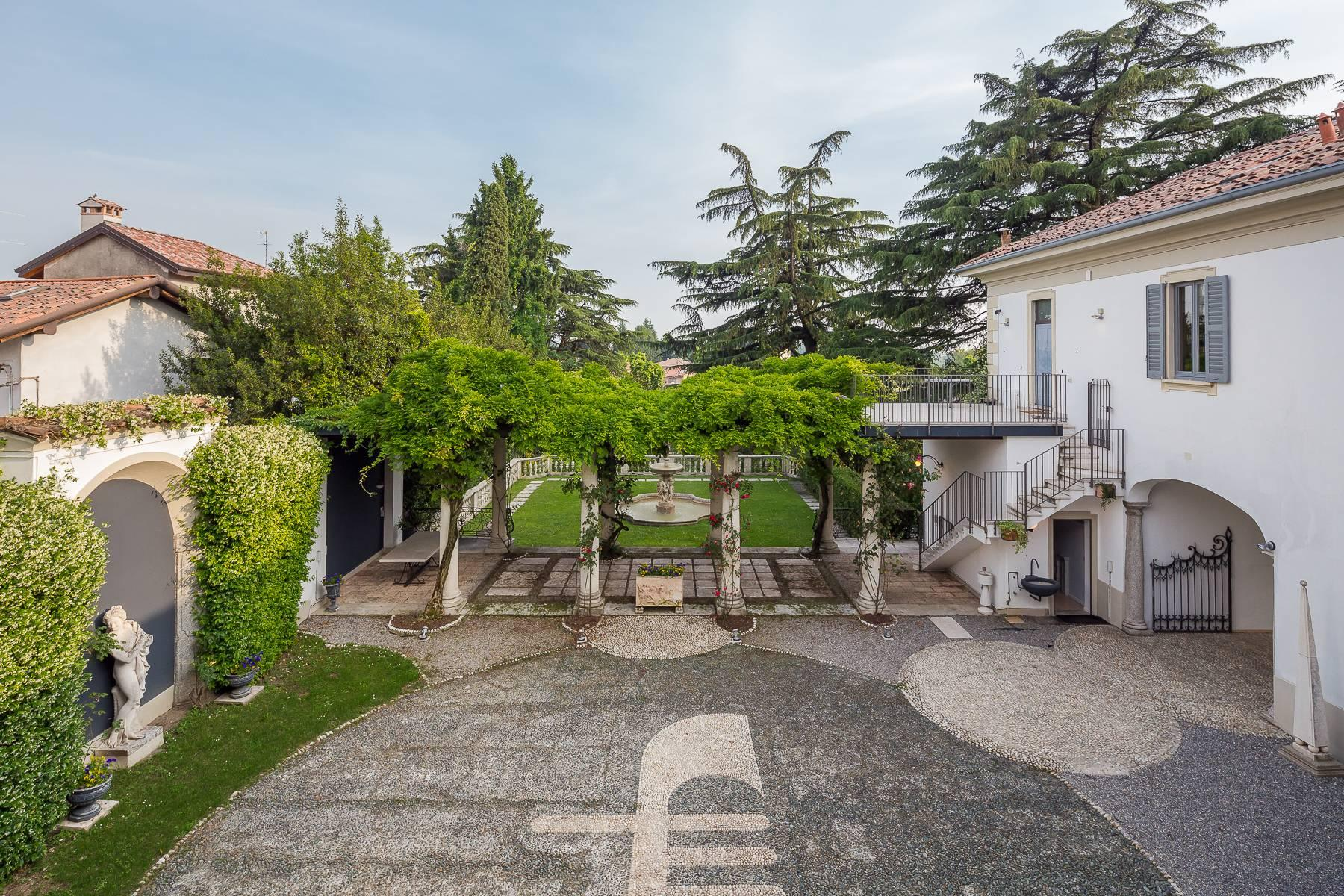 Beautiful historic villa surrounded by a park of about 2.2 hectares 30 minutes from Milan - 8