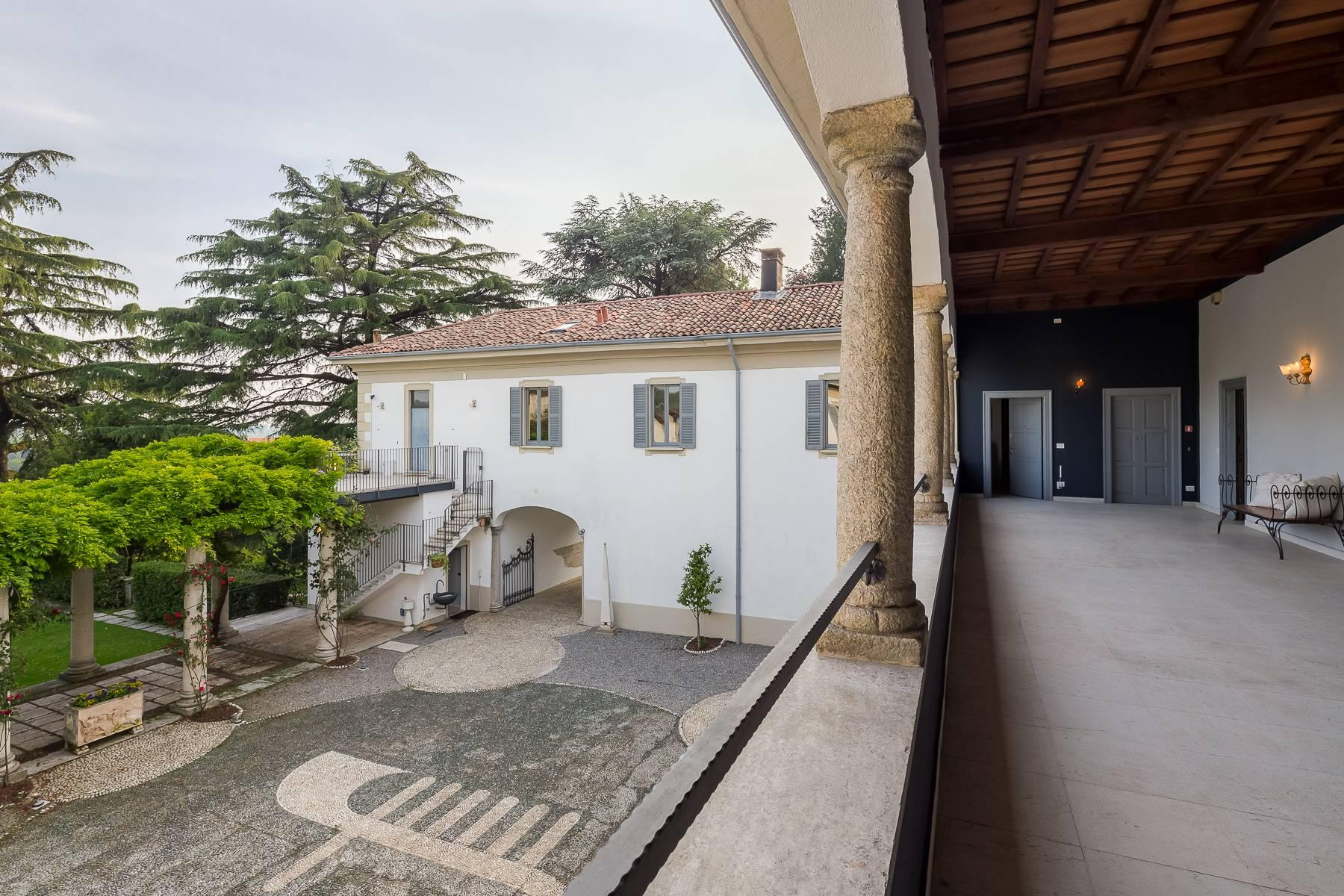 Beautiful historic villa surrounded by a park of about 2.2 hectares 30 minutes from Milan - 16