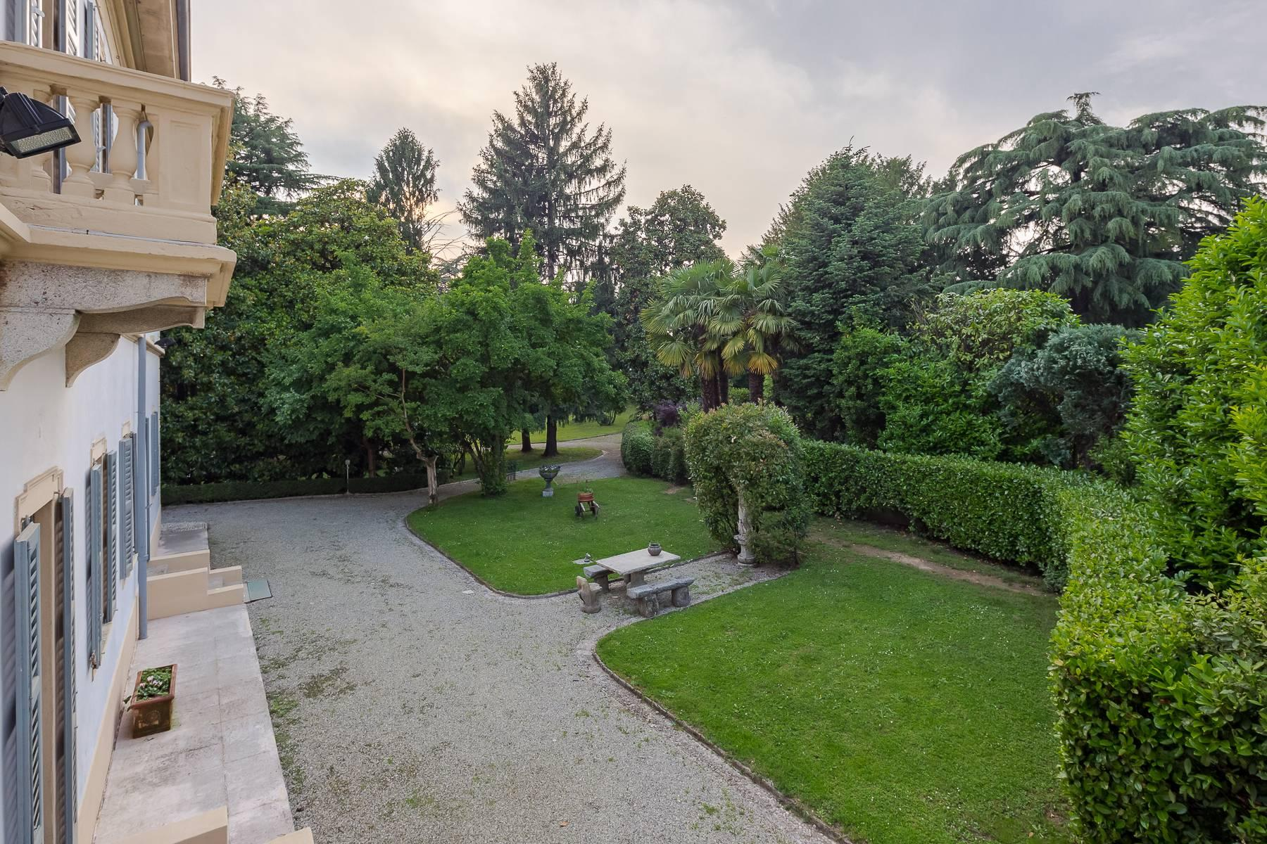Beautiful historic villa surrounded by a park of about 2.2 hectares 30 minutes from Milan - 5