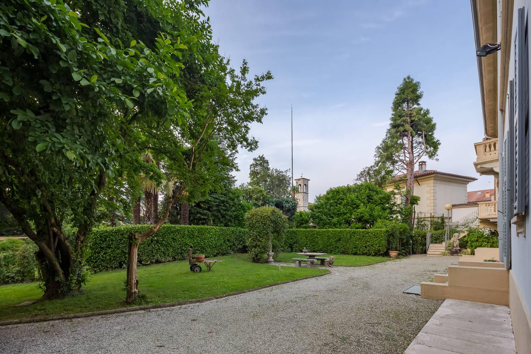 Beautiful historic villa surrounded by a park of about 2.2 hectares 30 minutes from Milan - 4