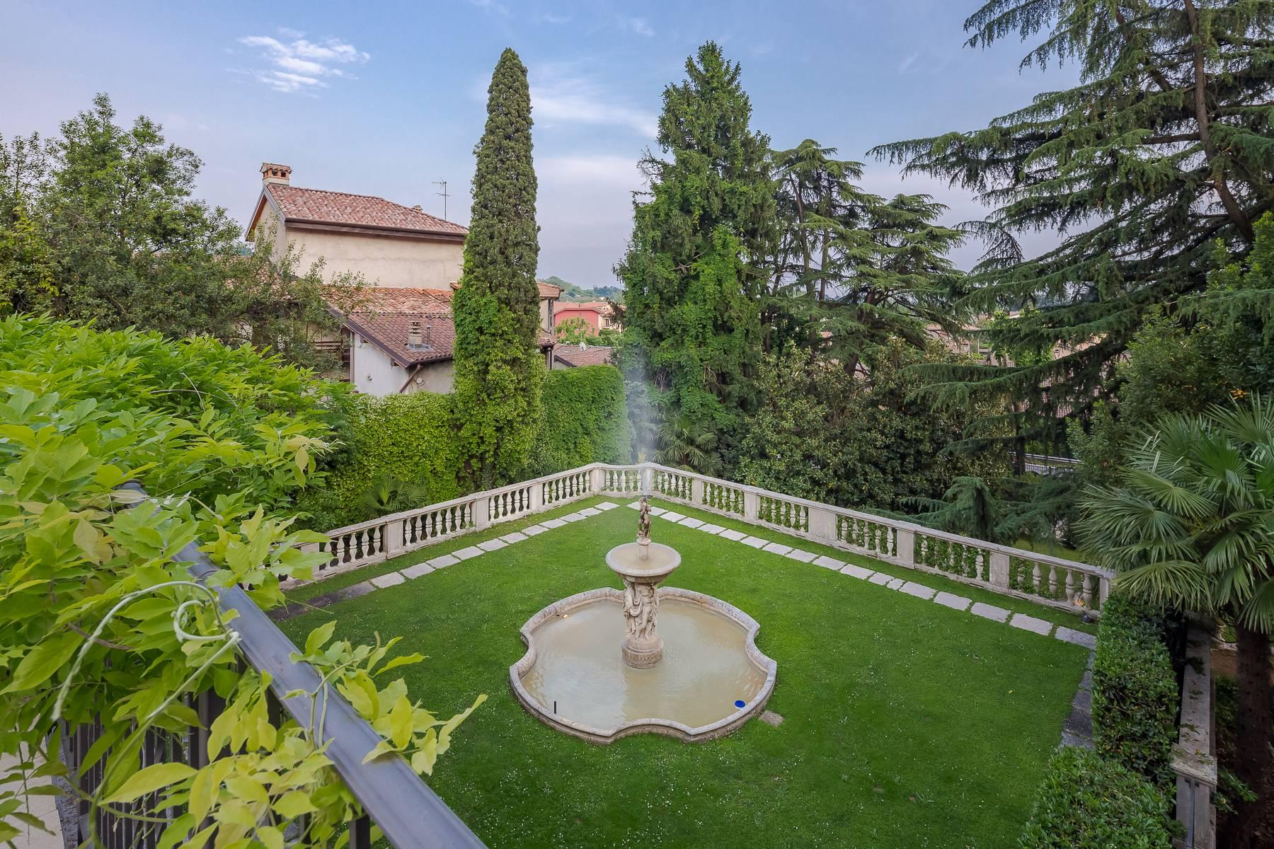 Beautiful historic villa surrounded by a park of about 2.2 hectares 30 minutes from Milan - 20