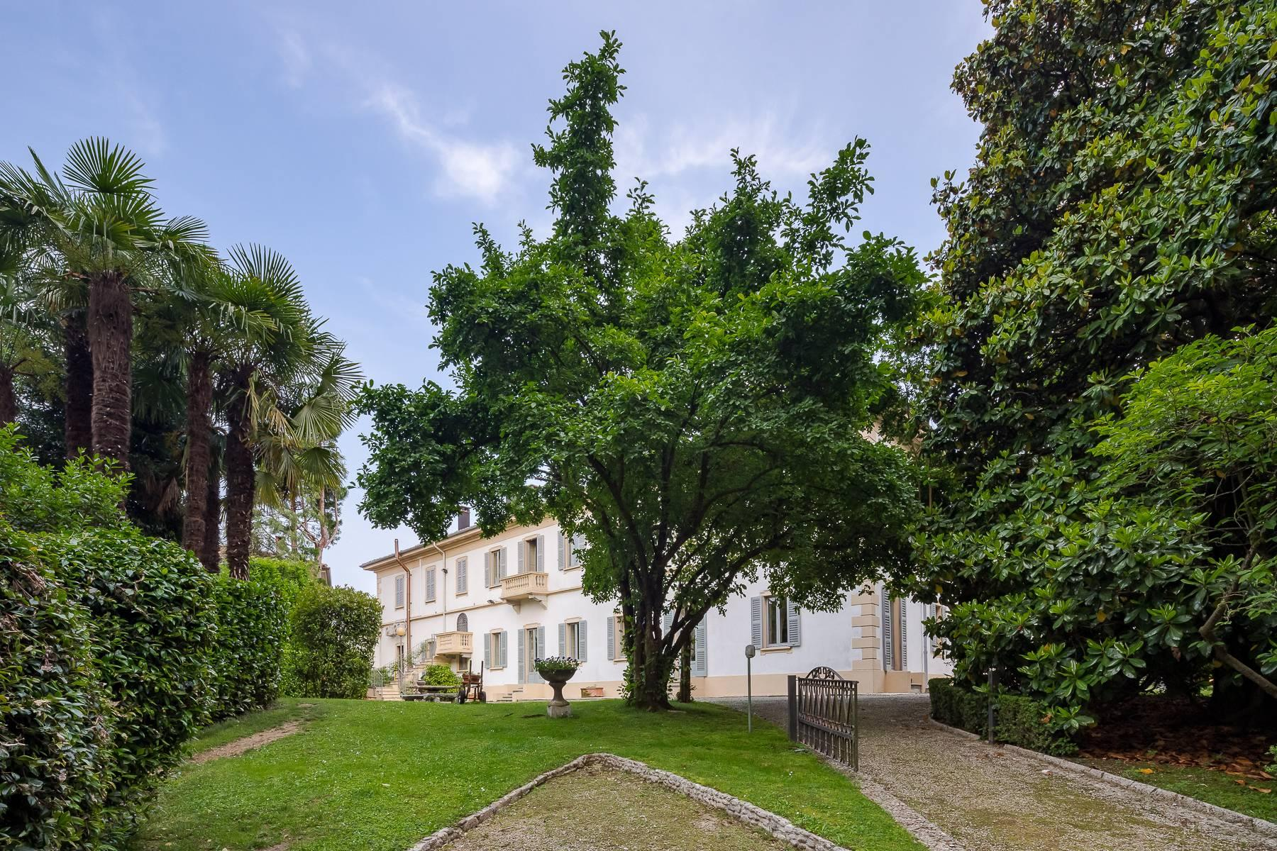 Beautiful historic villa surrounded by a park of about 2.2 hectares 30 minutes from Milan - 1