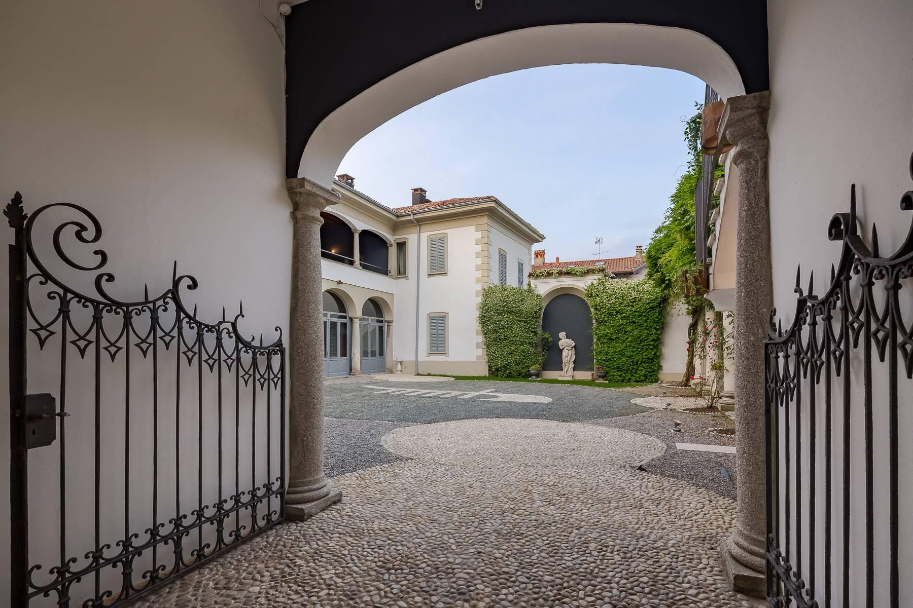 Beautiful historic villa surrounded by a park of about 2.2 hectares 30 minutes from Milan - 6
