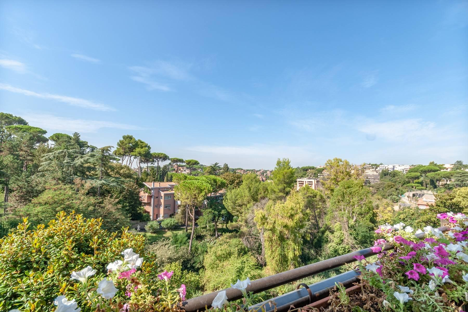 Stunning penthouse with terraces overlooking the greenery - 26