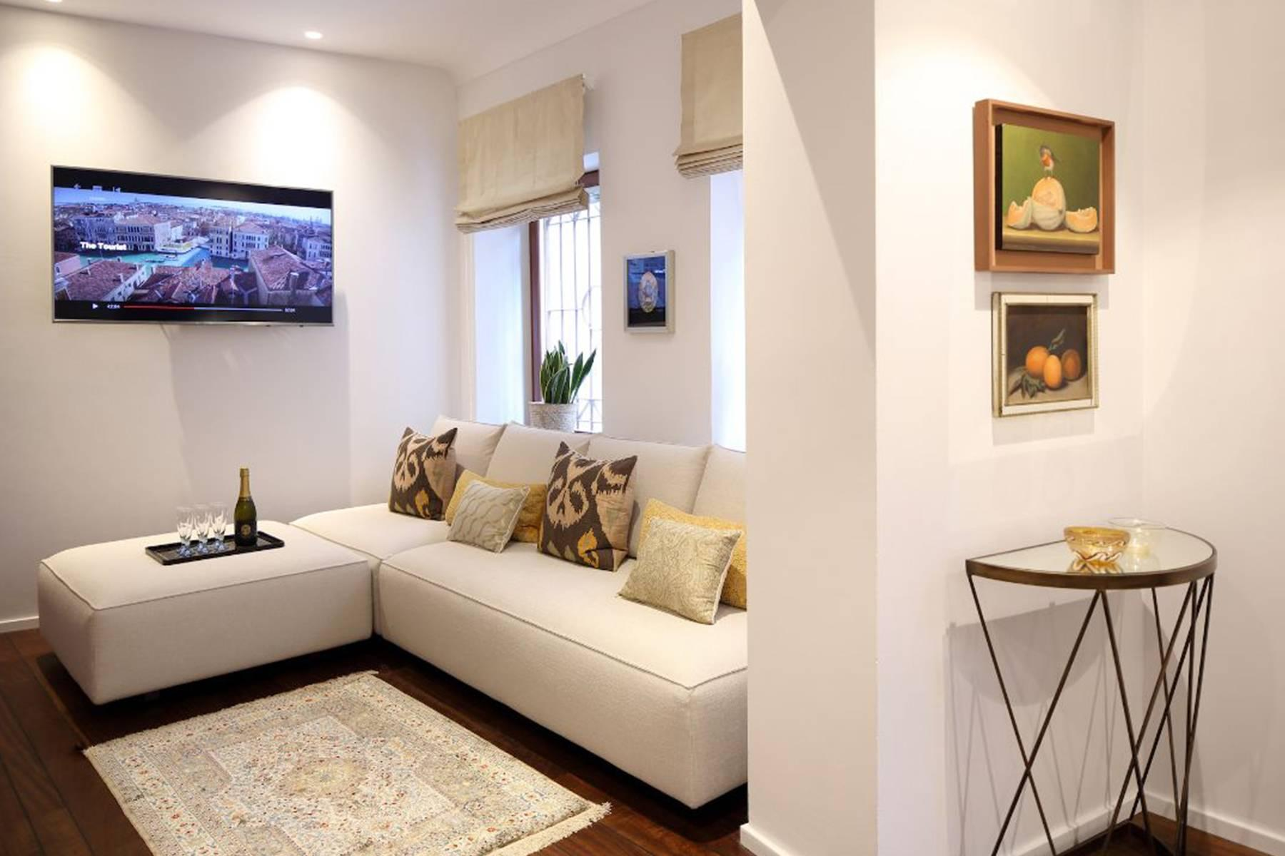 Frari stylish 4 storey house with altana terrace - 3