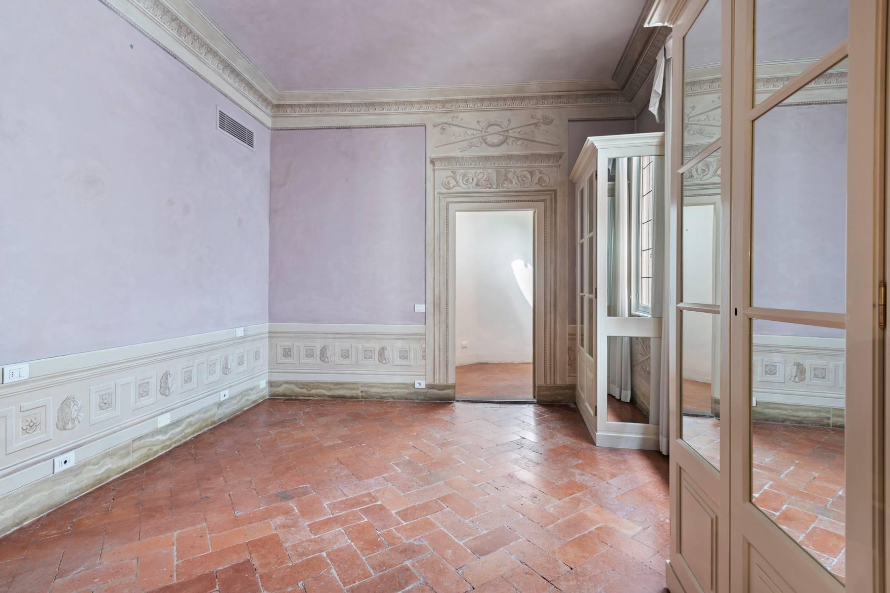 Fabulous historic apartment in the historic center of Florence - 13