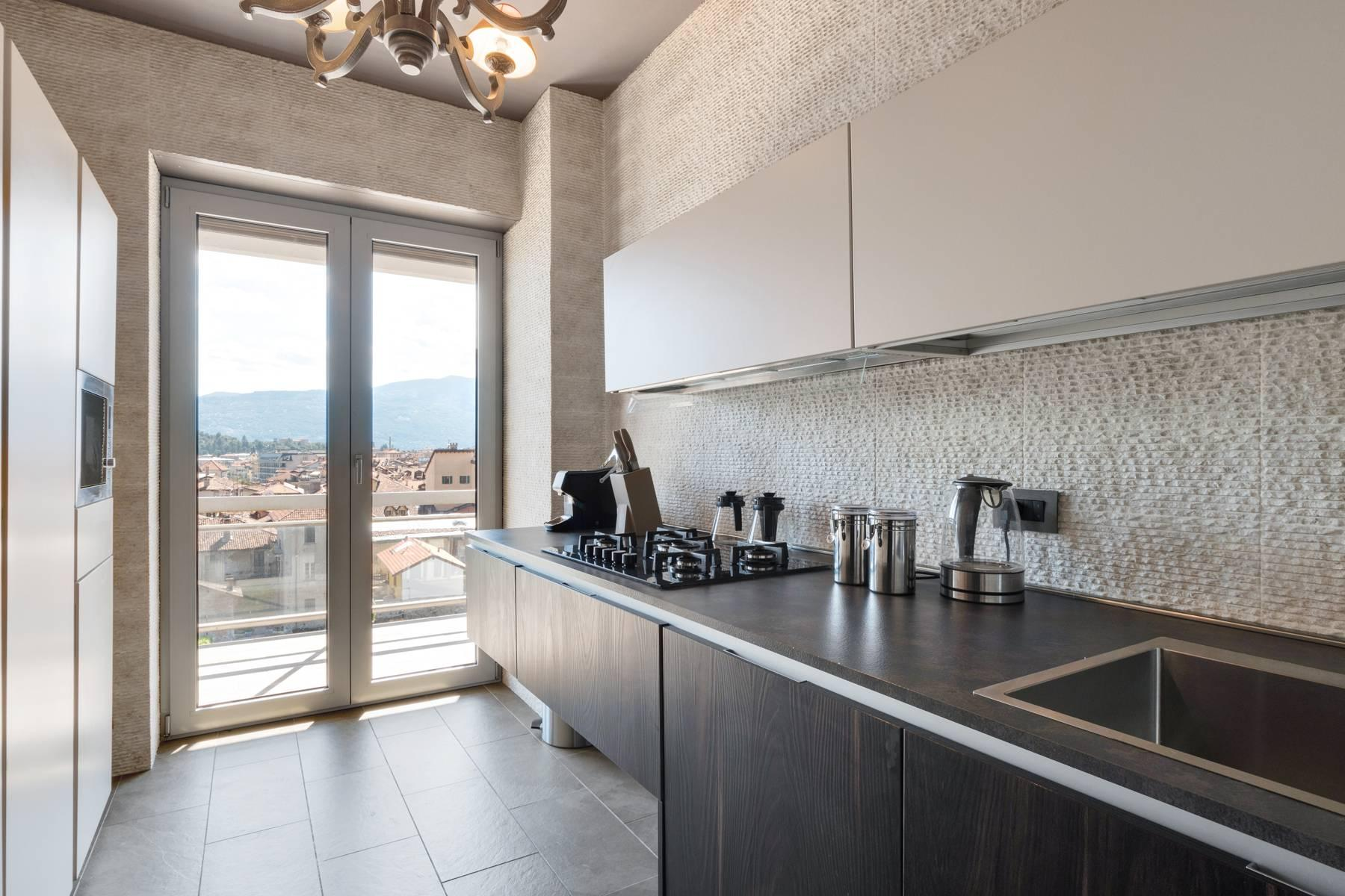 Breathtaking penthouse with balcony and terrace overlooking all the lake Maggiore located in the center of Intra - 21