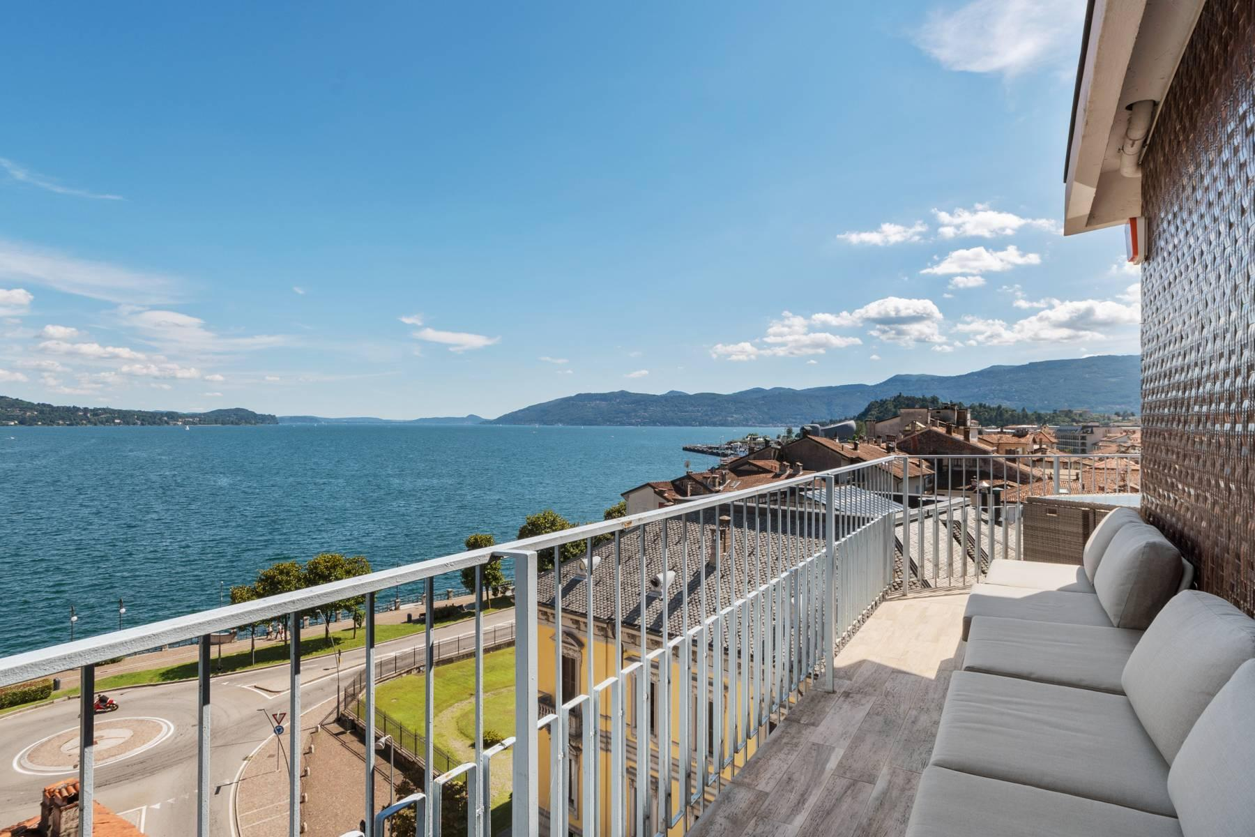 Breathtaking penthouse with balcony and terrace overlooking all the lake Maggiore located in the center of Intra - 2