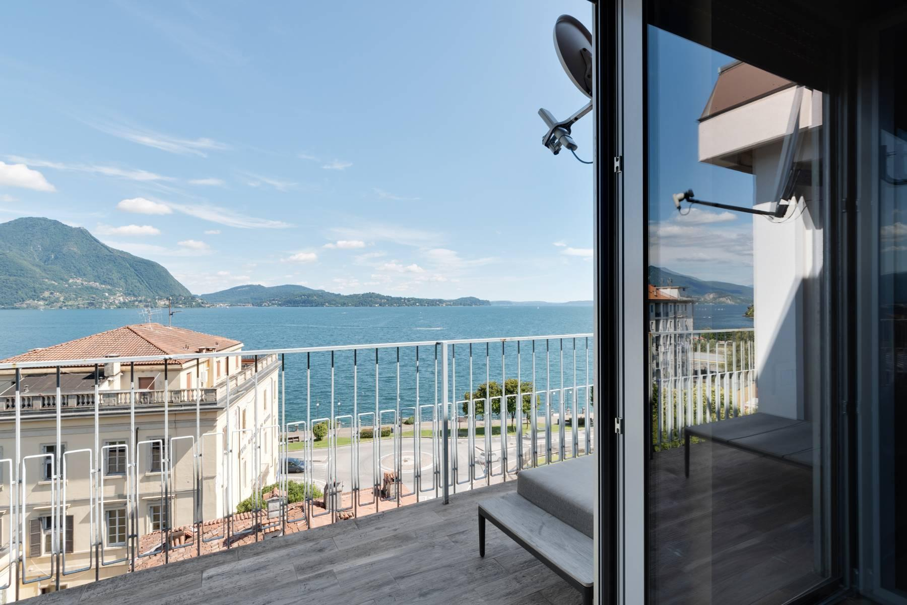 Breathtaking penthouse with balcony and terrace overlooking all the lake Maggiore located in the center of Intra - 26
