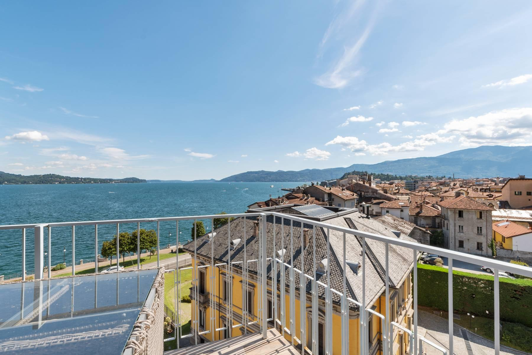 Breathtaking penthouse with balcony and terrace overlooking all the lake Maggiore located in the center of Intra - 28