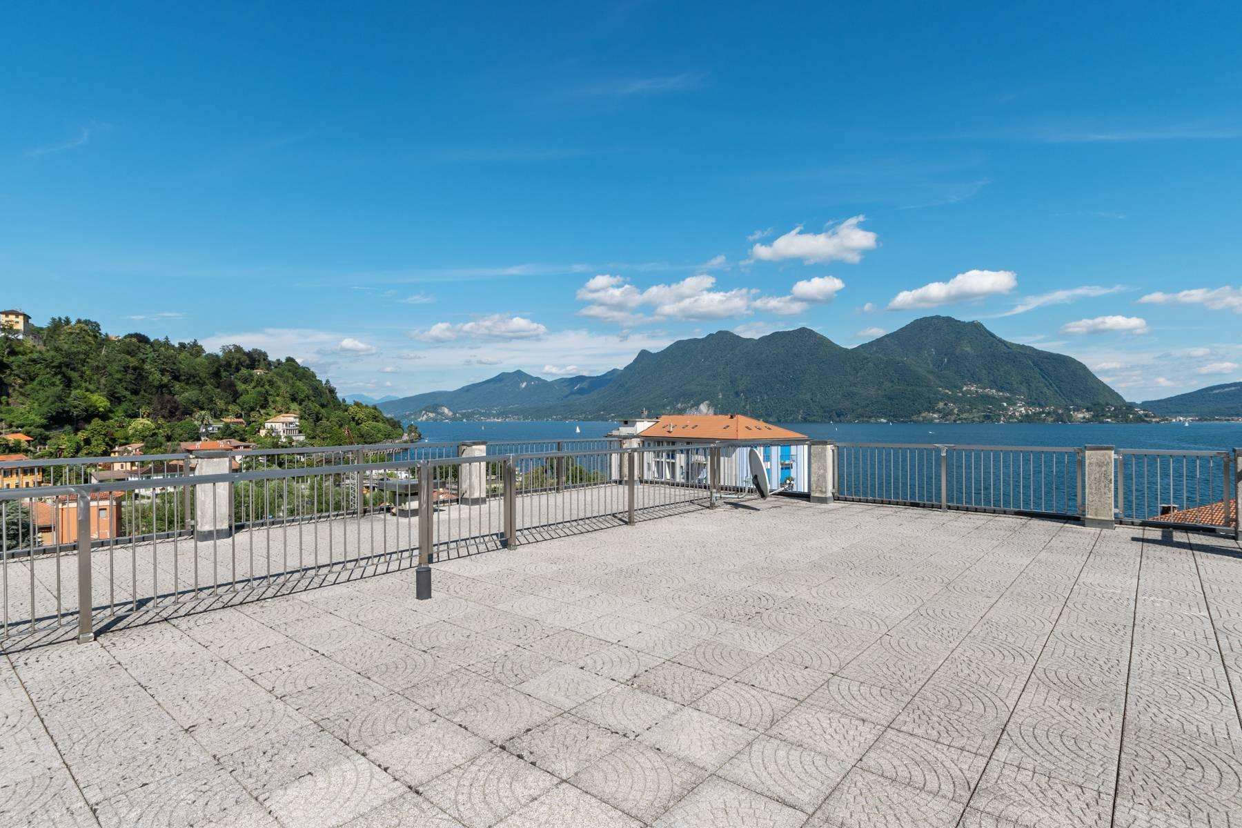 Breathtaking penthouse with balcony and terrace overlooking all the lake Maggiore located in the center of Intra - 29