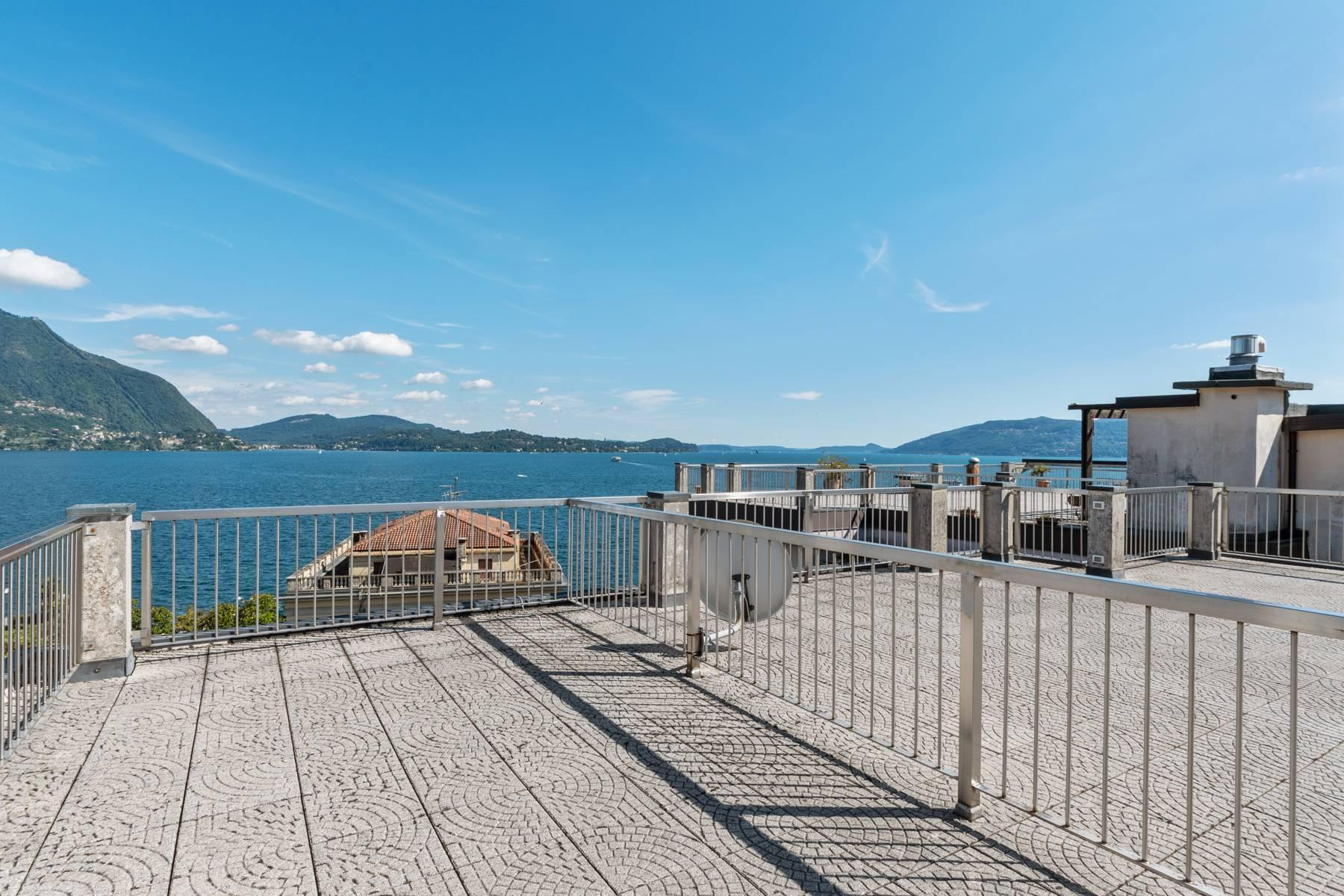 Breathtaking penthouse with balcony and terrace overlooking all the lake Maggiore located in the center of Intra - 30